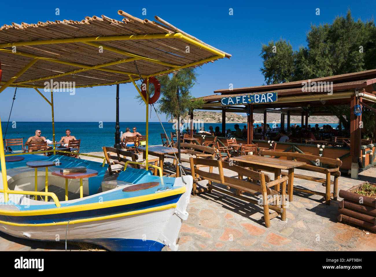 Beachfront taverna, Plaka, near Elounda, Lasithi Province, North Coast, Crete, Greece - Stock Image