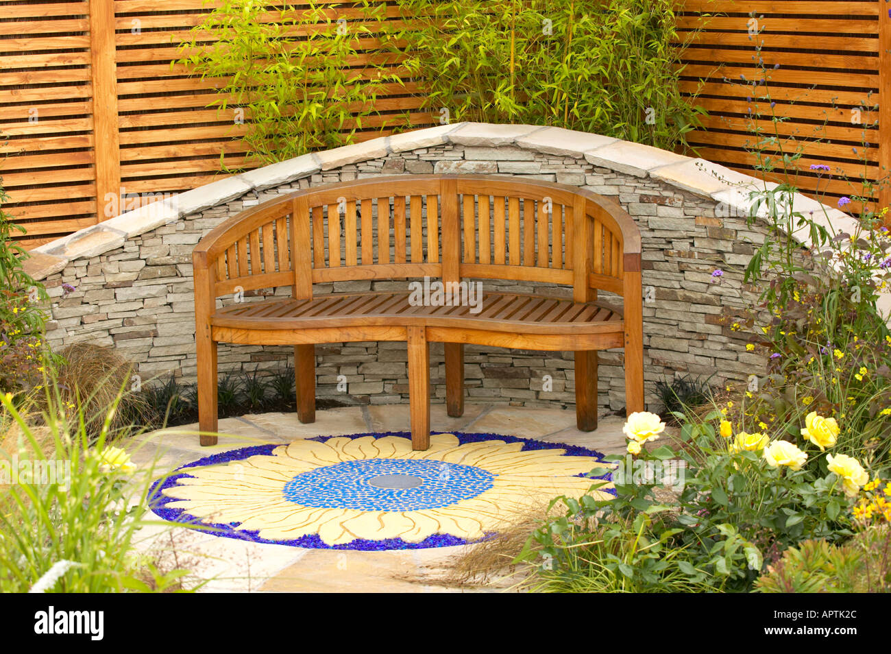 Pleasing Tatton Flower Show Curved Slate Wall With Curved Wooden Uwap Interior Chair Design Uwaporg