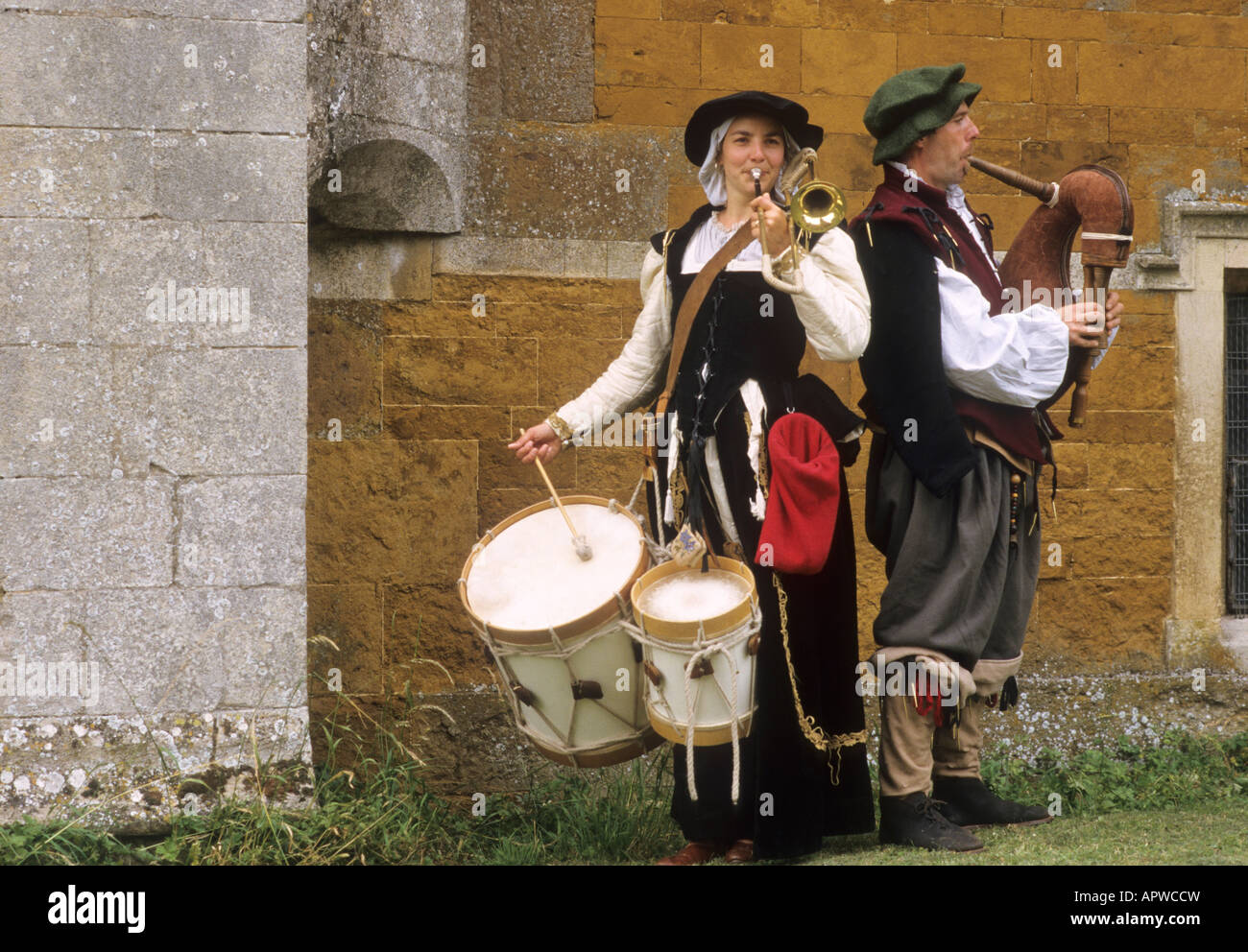 Musicians Hautbois Elizabethan re enactment 16th century English history music instruments musical players drums - Stock Image