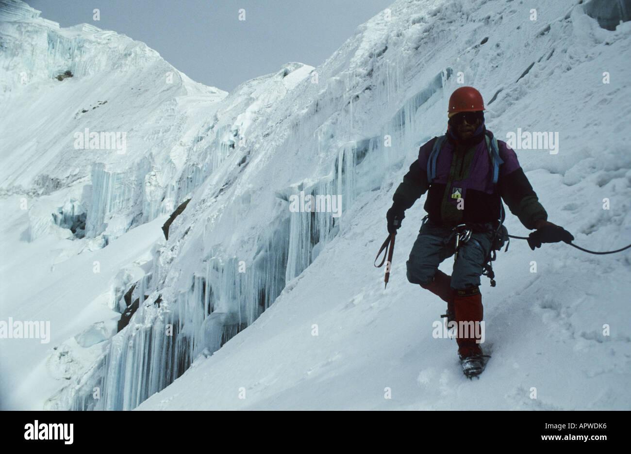 Alpinist descending the 6088 m high Huyana Potosi from the top, 25 km north of La Paz, Bolivia. - Stock Image