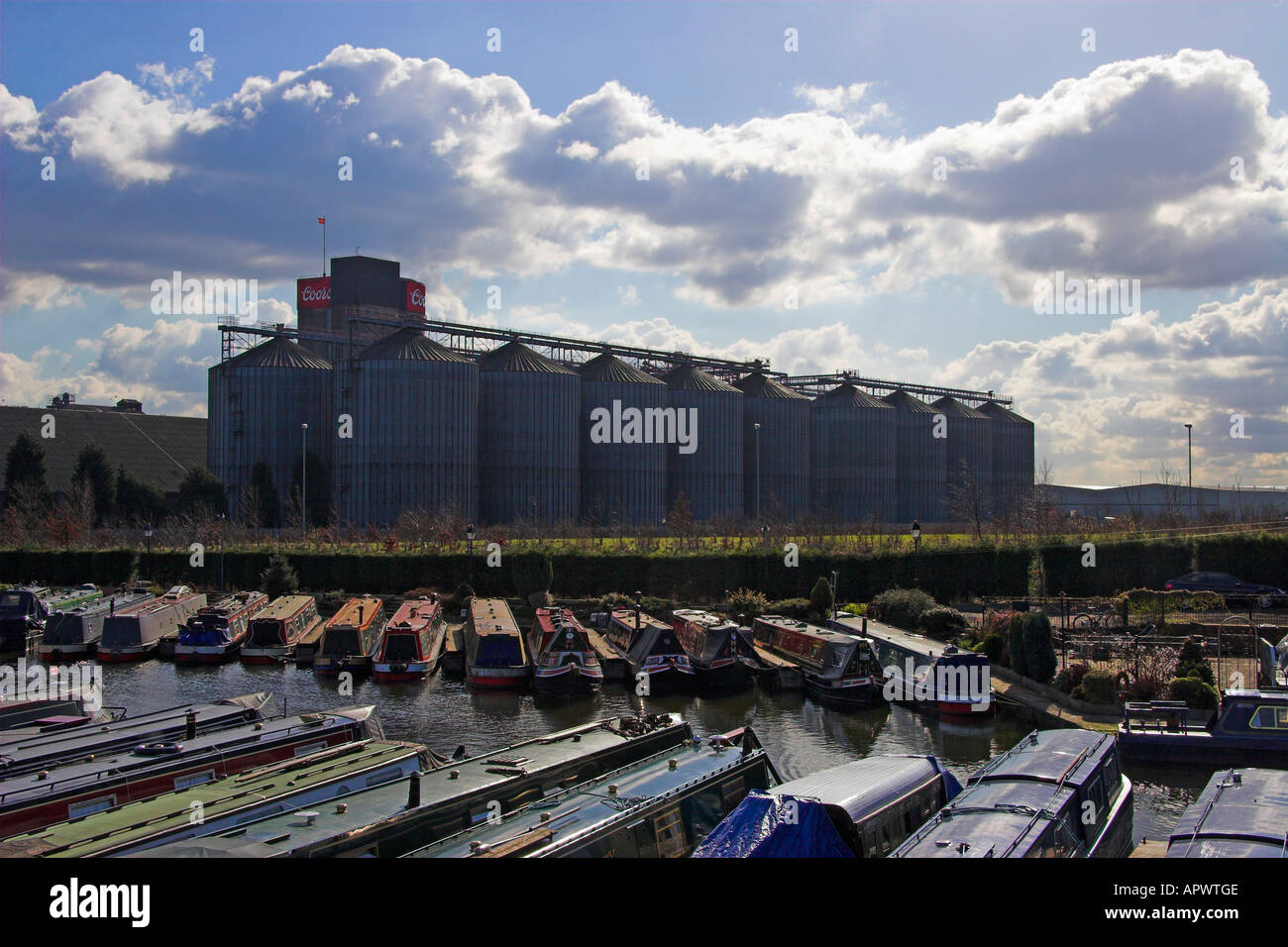Shobnall Wharf on the Trent and Mersey Canal and the Coors Brewery, Burton upon Trent, Staffordshire, England Stock Photo