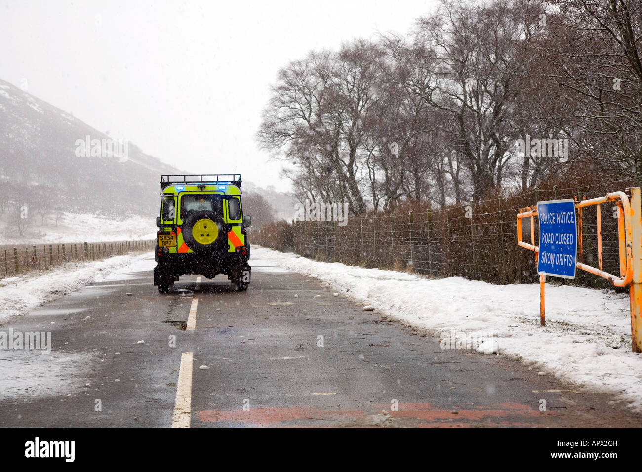 Snow gates & access road closed sign on the A93 Braemar, Glenshee, Blairgowrie road after winter blizzard, Cairngorms - Stock Image