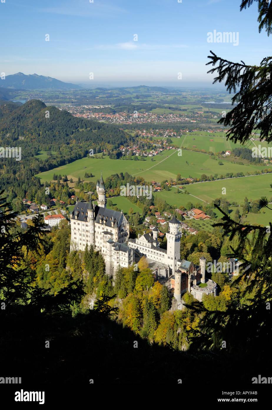 Schloss Neuschwanstein, fairytale castle built by King Ludwig II, near Fussen, Bavaria (Bayern), Germany - Stock Image