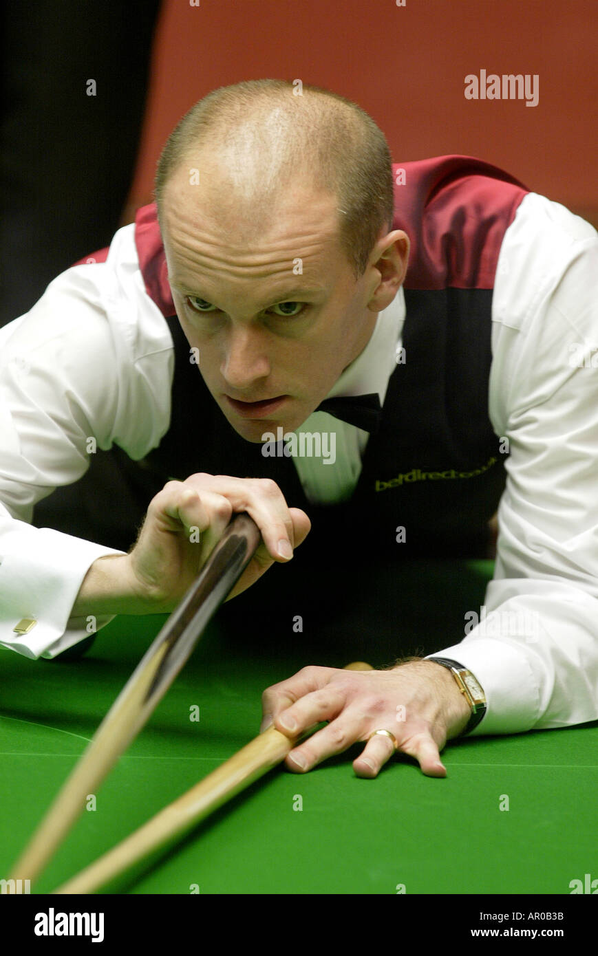 Peter Ebdon playing in the 2004 World Snooker Championships at the Crucible Theatre Sheffield - Stock Image