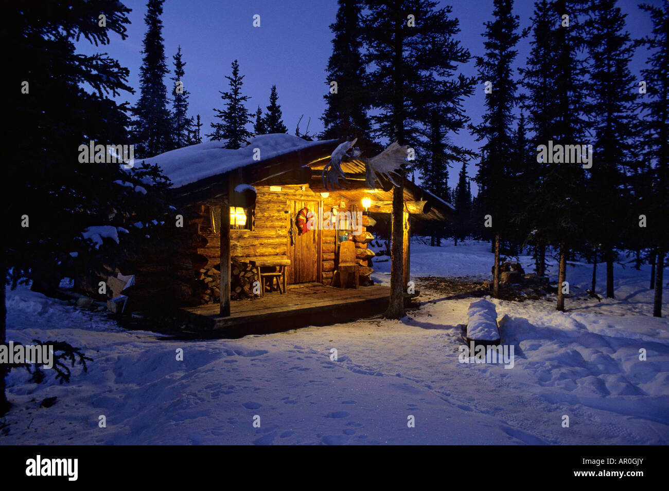 Interior alaska log cabin forest winter porch light snow for Alaska cottage