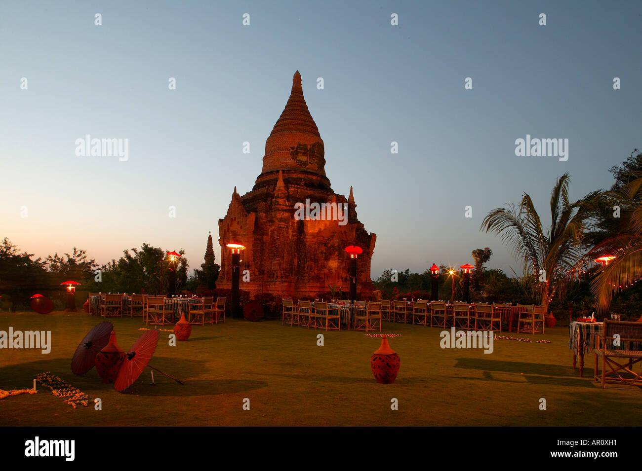 Pagoda im Garten, Thazin Garden Hotel, Bagan, Myanmar Stock Photo ...