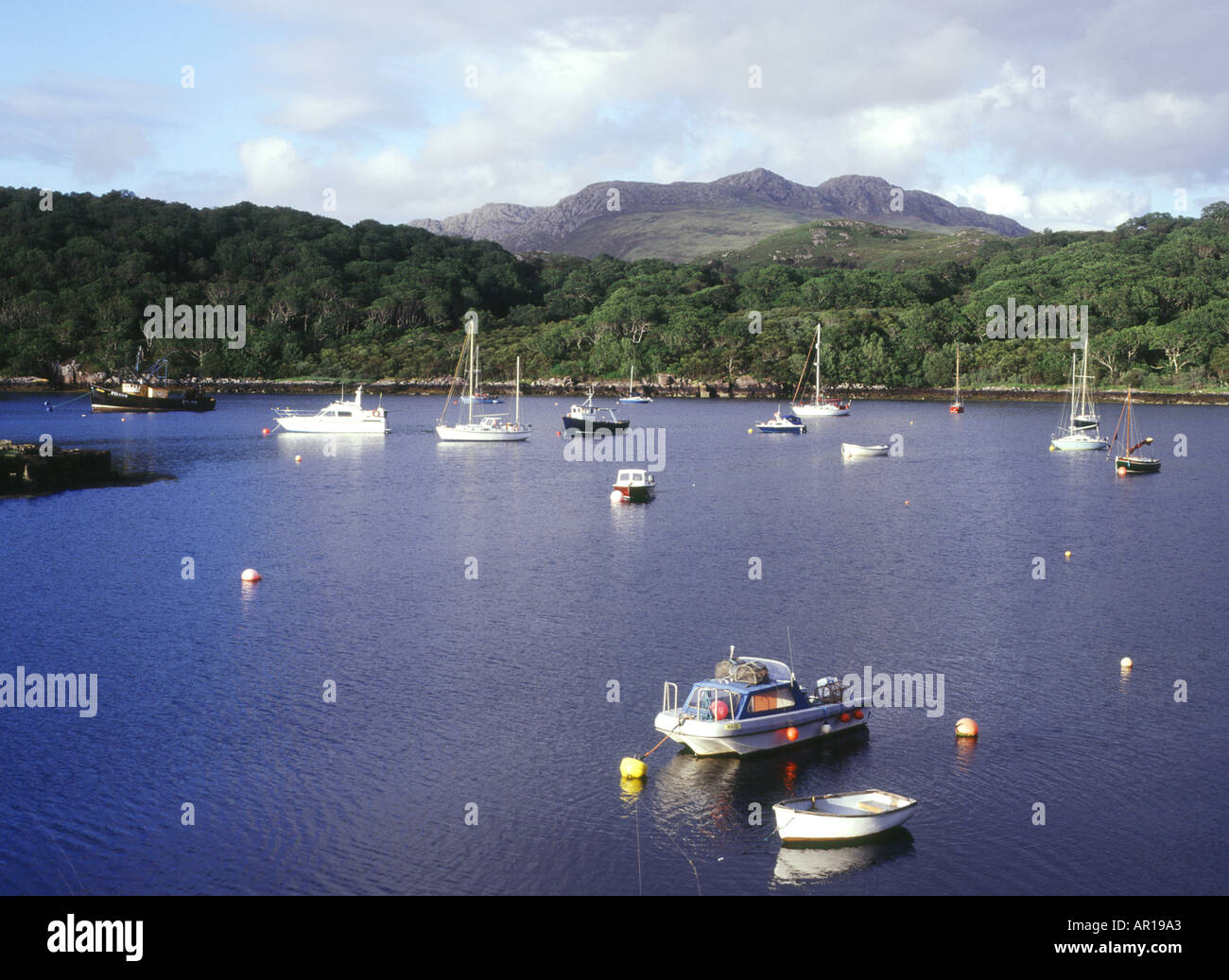 dh  LOCH SHIELDAIG ROSS CROMARTY Yachts boats anchored in bay near Gairloch - Stock Image