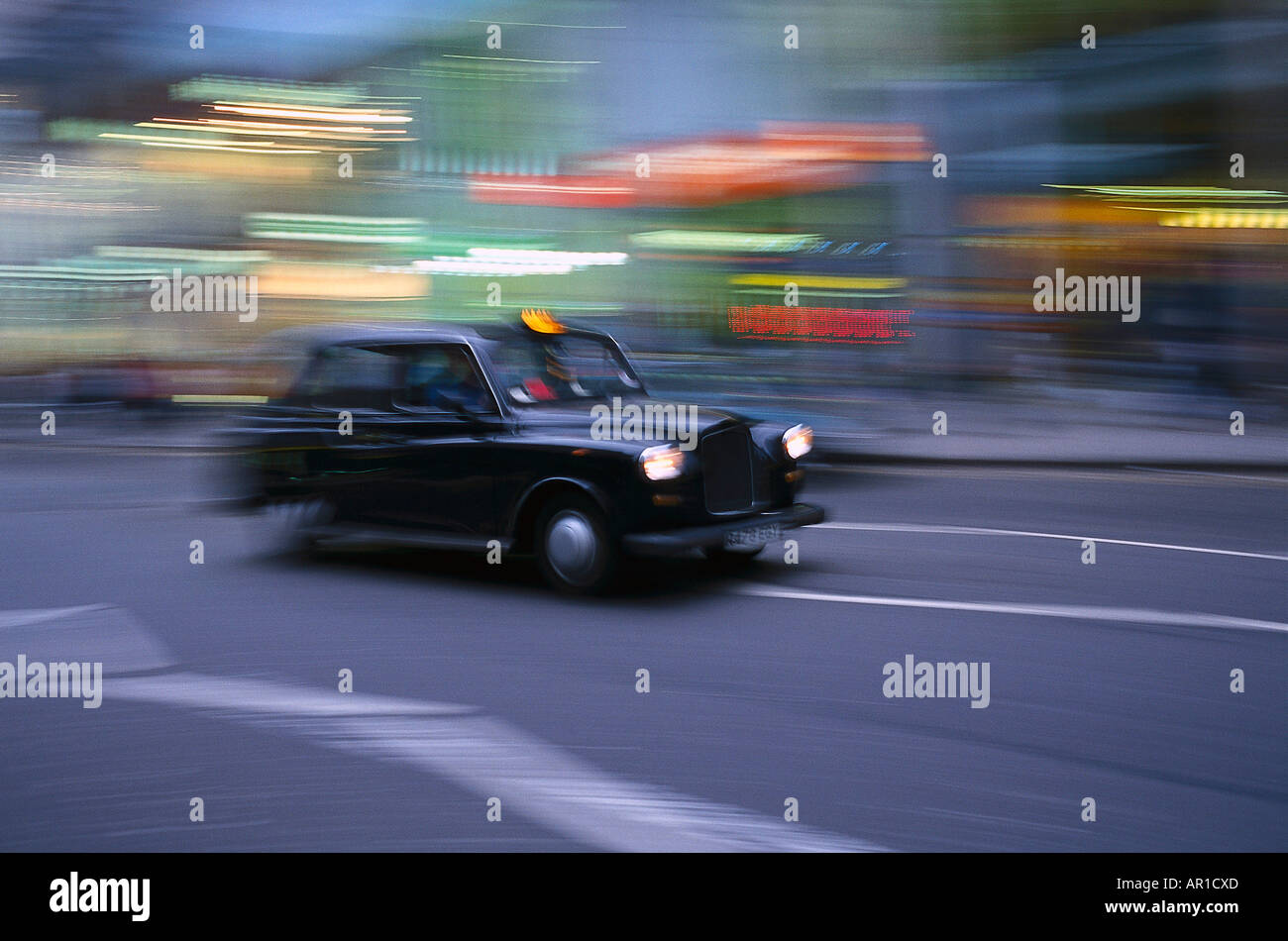Night life, one taxi at night, oldtimer, London, Great Britain - Stock Image
