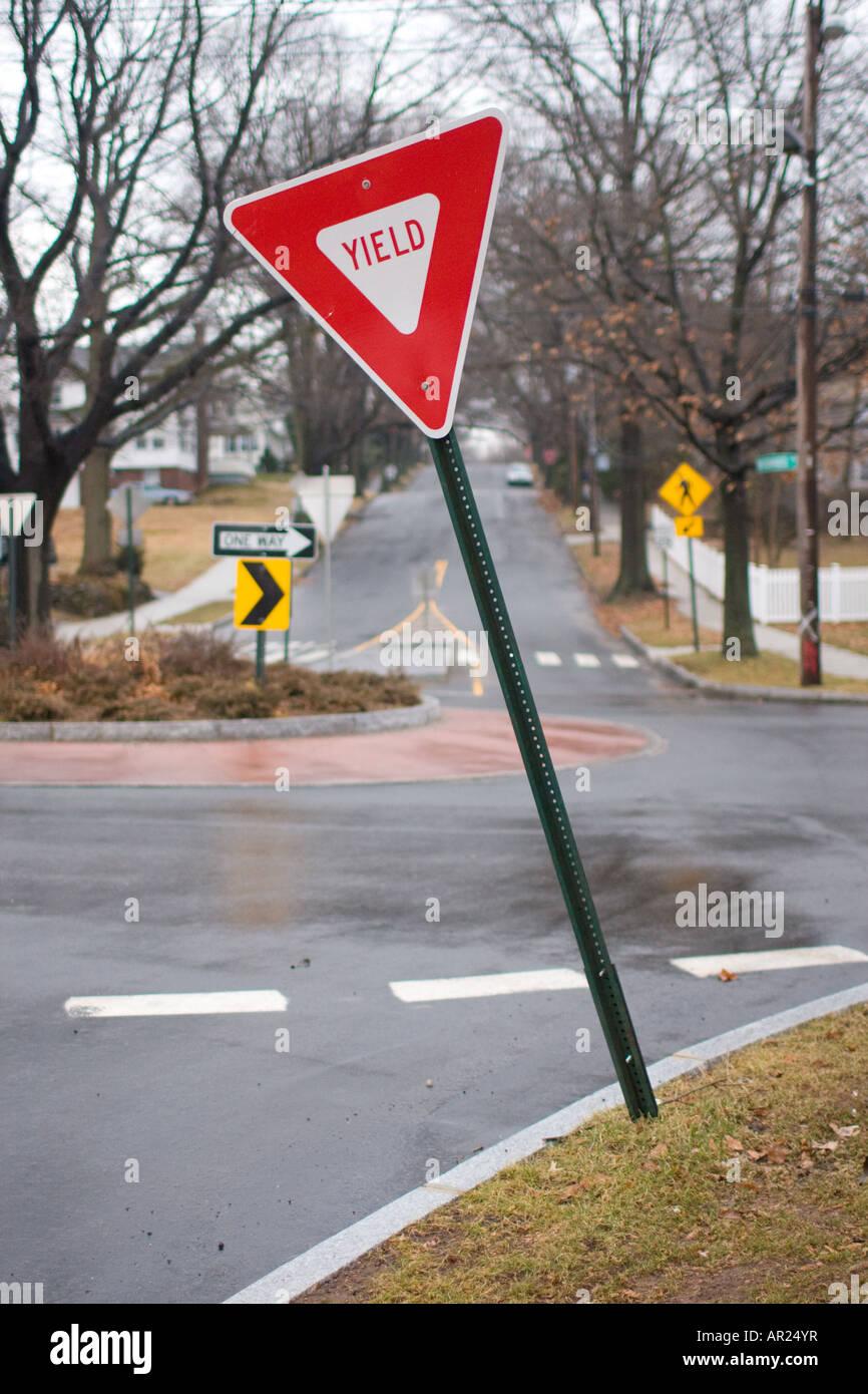 Yield sign near traffic circle - Stock Image
