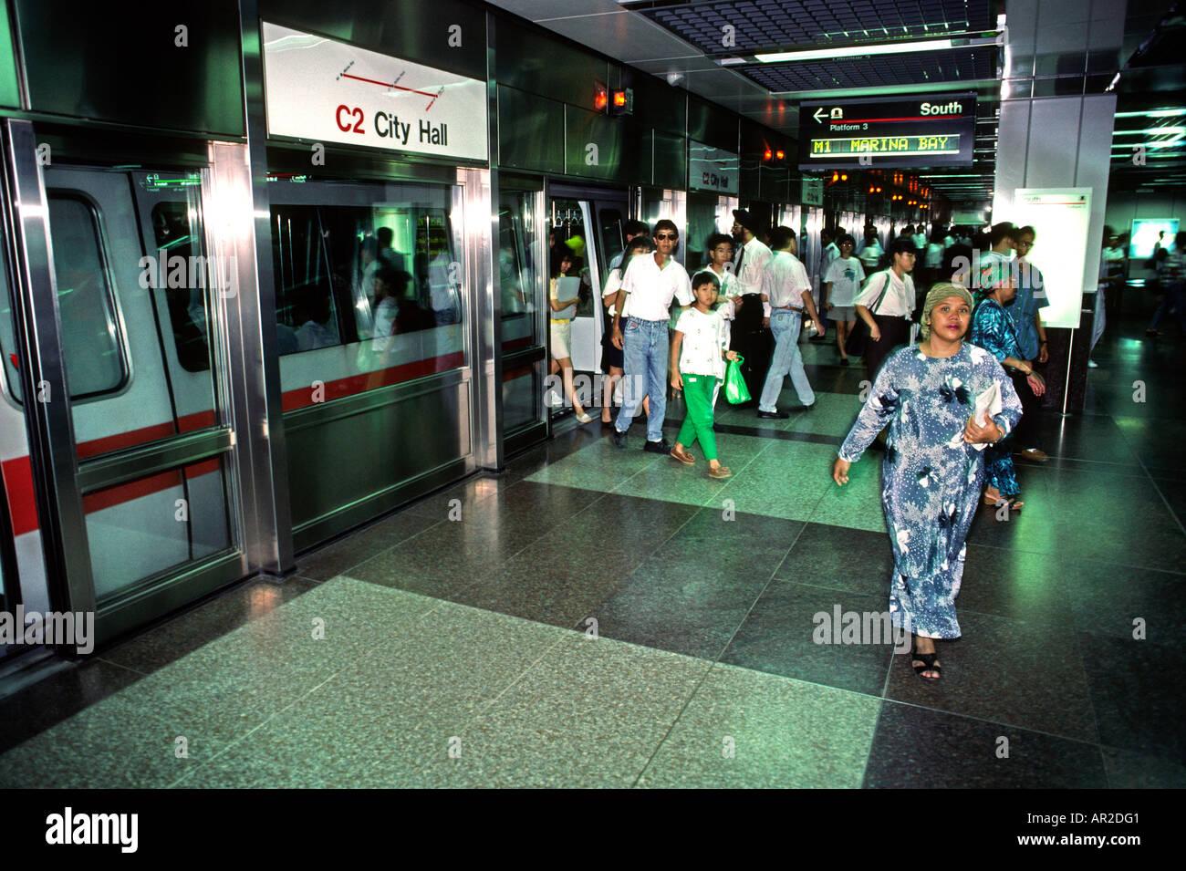 Singapore Transport City Hall Station Passengers Leaving Train Mass Rapid Transit System Stock Photo Alamy