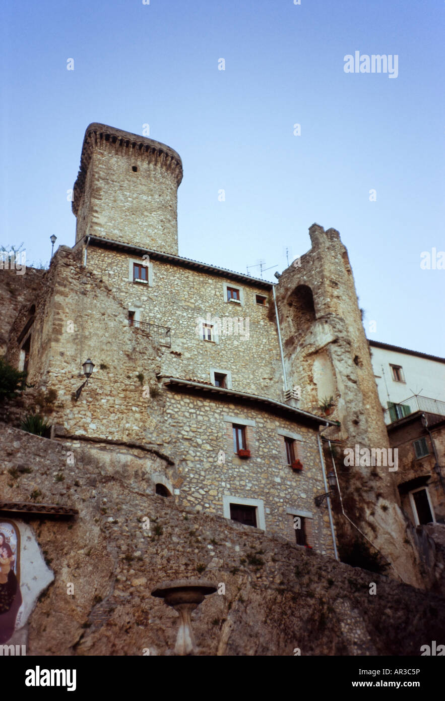 Medieval stronghold in Italian hilltown [...] - Stock Image