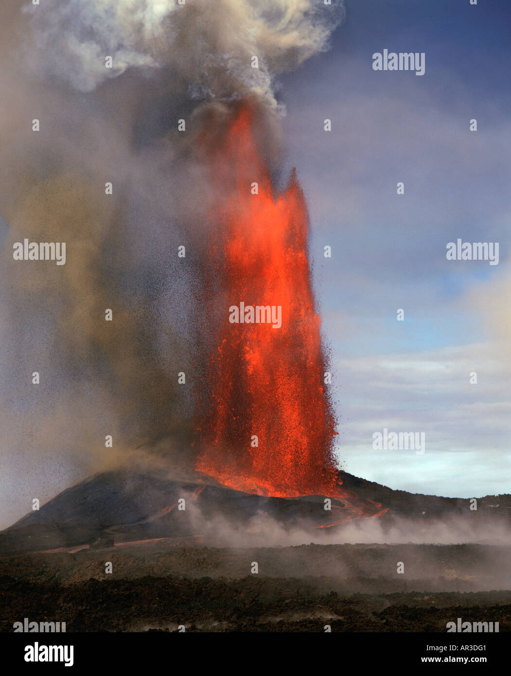 lava fountain pu u o o vent kilauea volcano hvnp island of hawaii