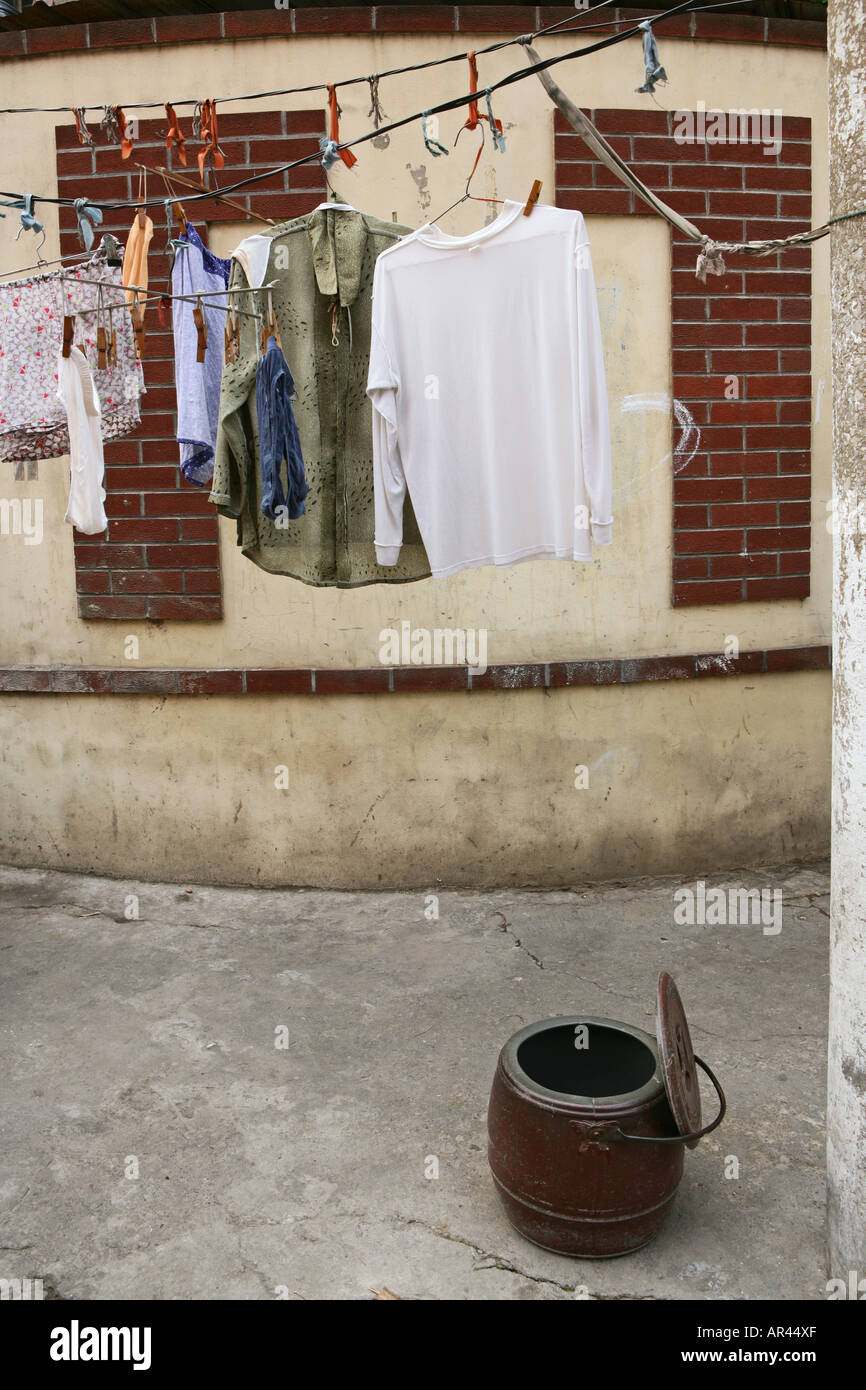 old town, Lao Xi Men, toilet bucket, laundry, Shanghai - Stock Image