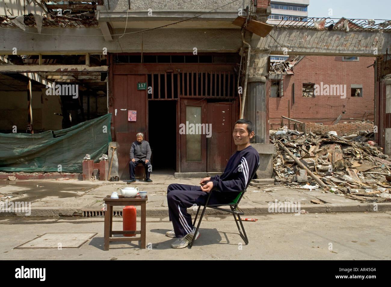 last residents of demolition quarter, Lao Xi Men, Shanghai - Stock Image