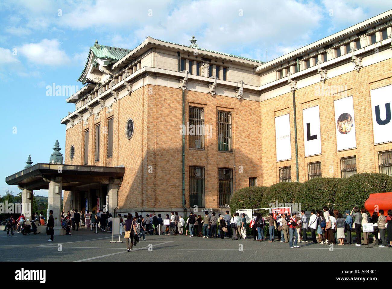 Queue for the Louvre Exhibition at Municipal Museum of Art Kyoto Japan October 2005 - Stock Image