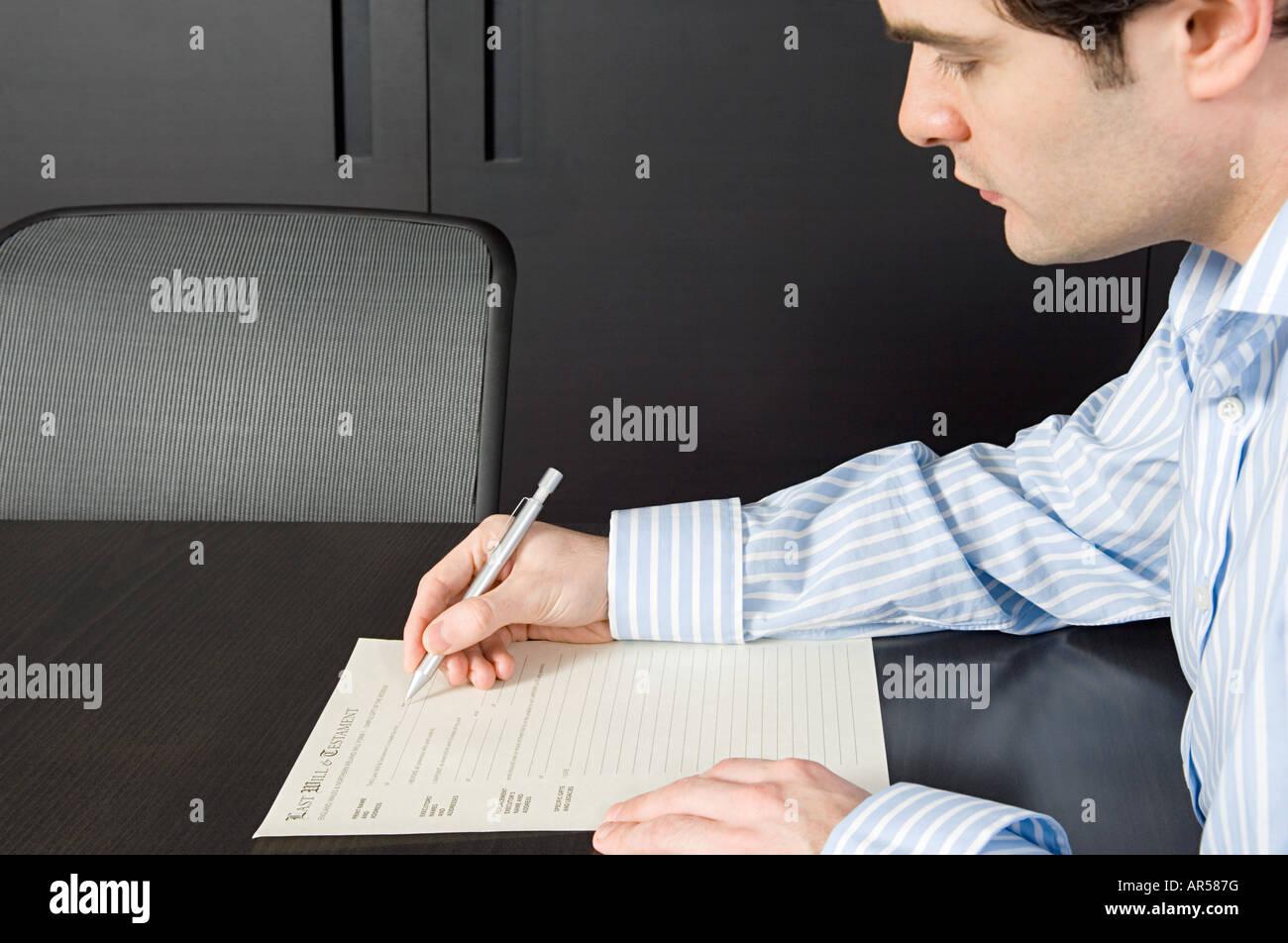 Man signing will - Stock Image