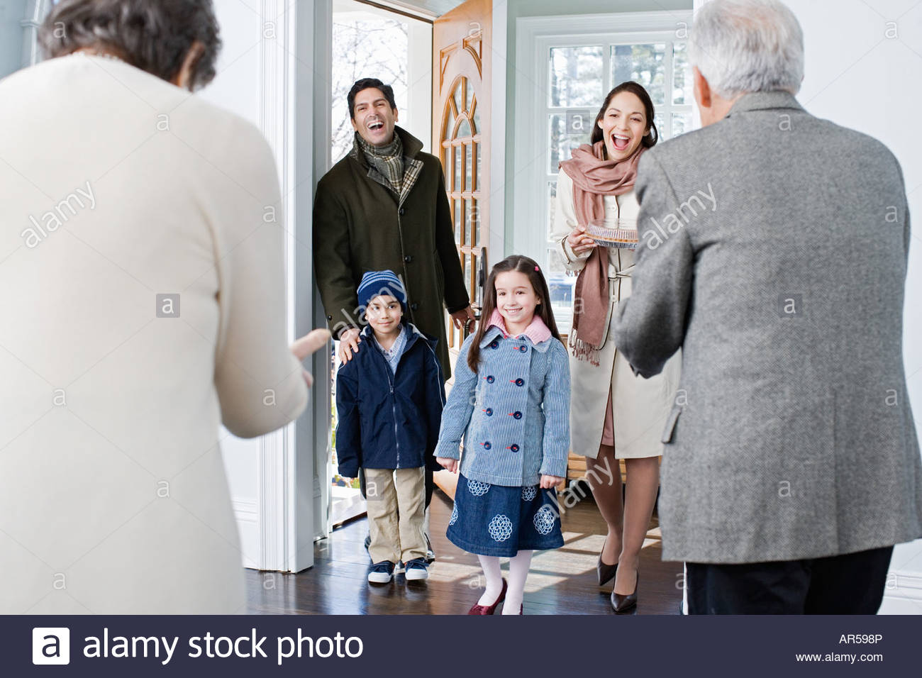 Family arriving at grandparents house - Stock Image