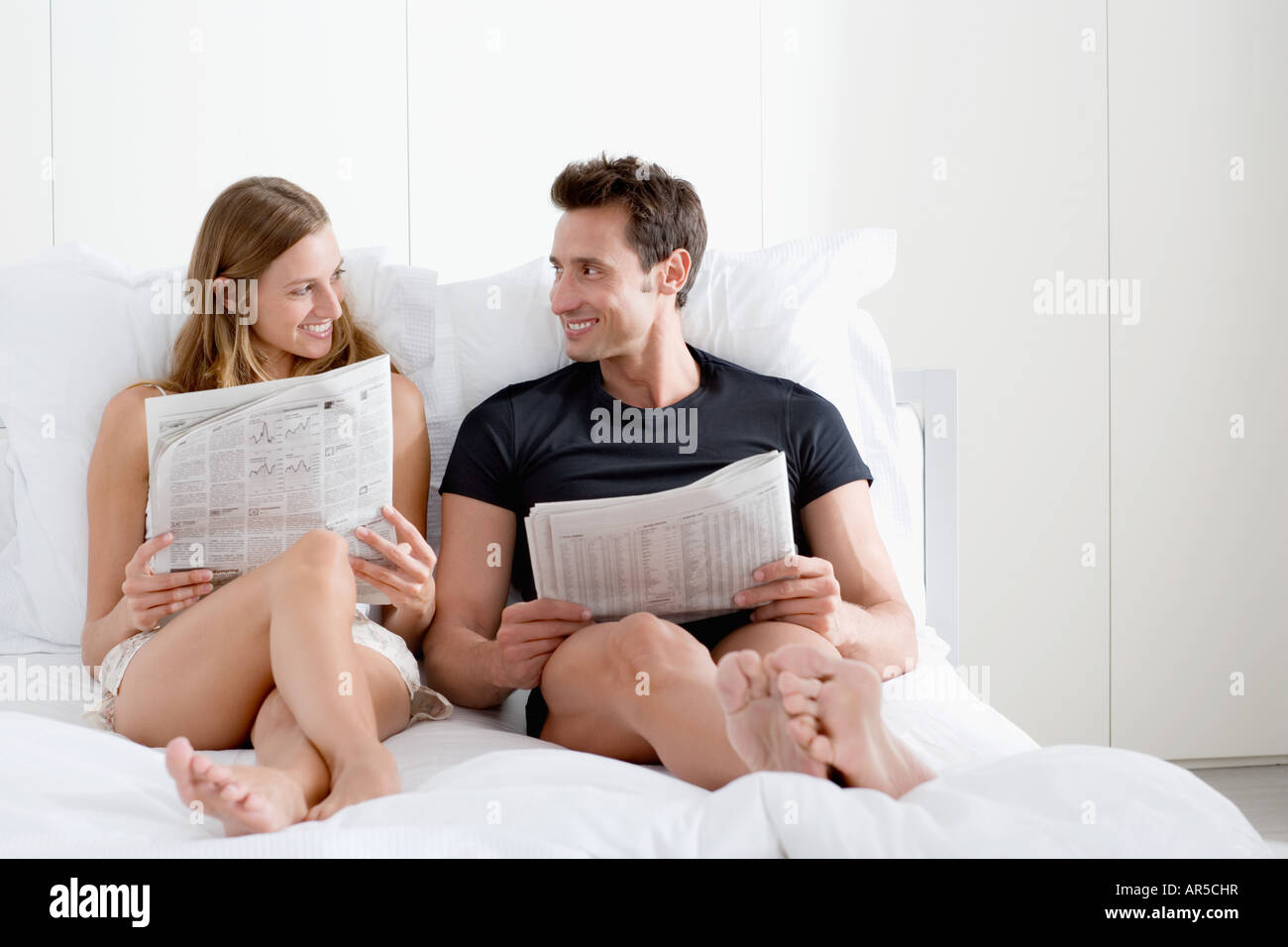 Couple with newspapers - Stock Image