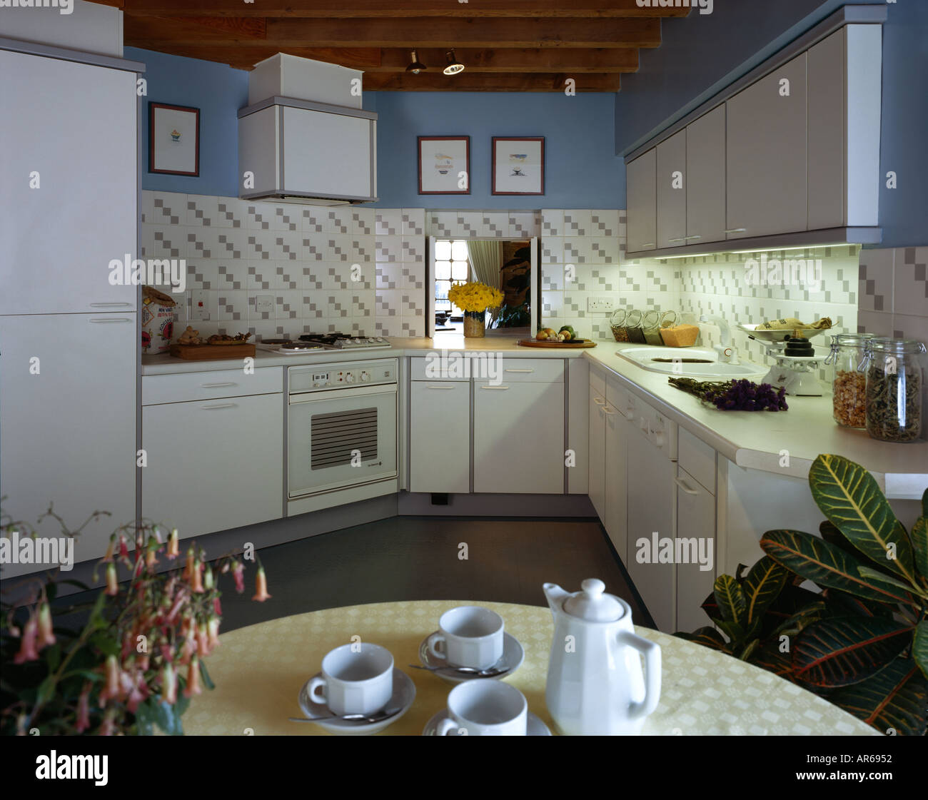 Show Flat, New Concordia Wharf, Docklands. The kitchen. - Stock Image