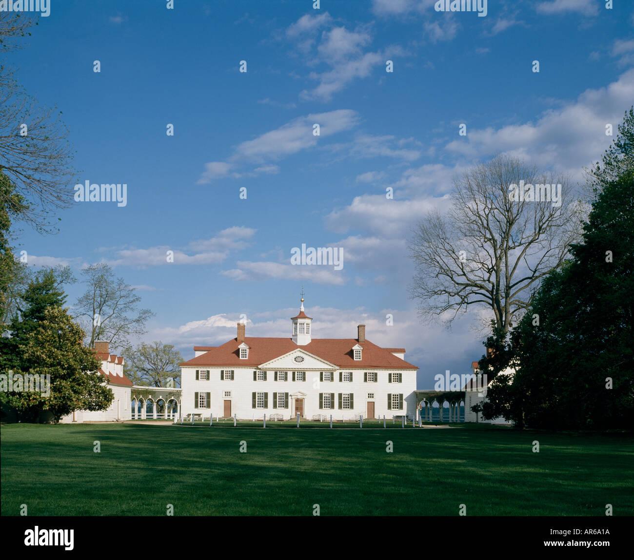 Mount Vernon, Virginia, 1760 - 1787. Home of George Washington. Overall exterior. Architect: George Washington - Stock Image