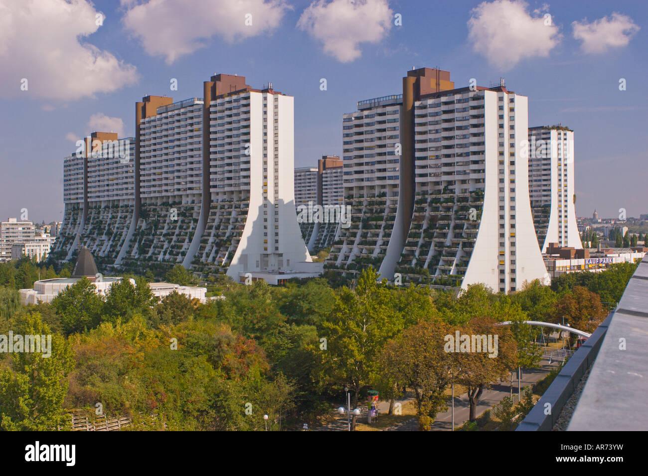 VIENNA AUSTRIA council housing large municipal apartment ...