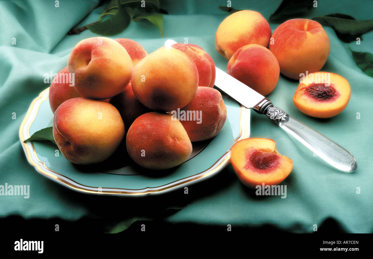 peaches on plate - Stock Image