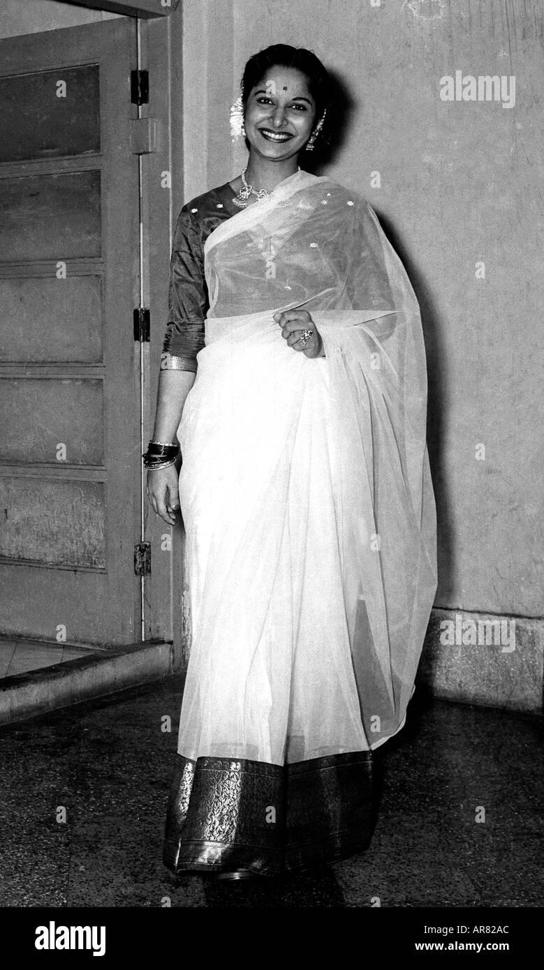 Вахида Рехман  Waheeda-rehman-indian-film-star-famous-bollywood-actress-smiling-actor-AR82AC
