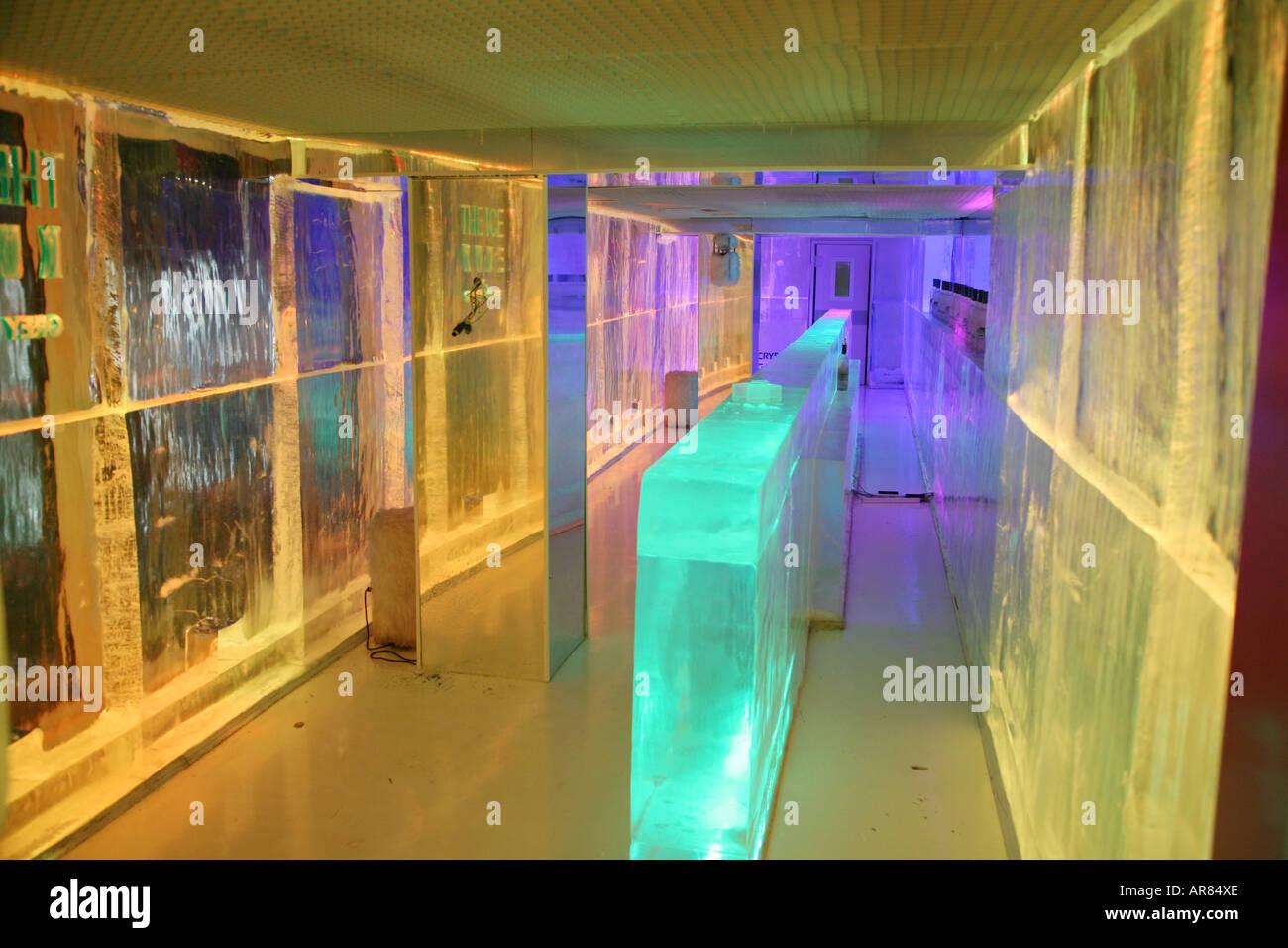 10 bar paris stock photos 10 bar paris stock images alamy for Kube hotel london