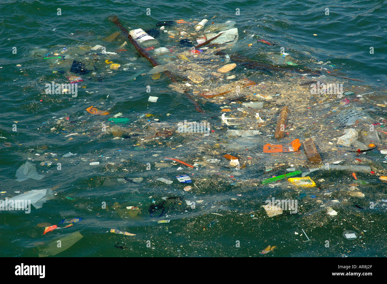 sea pollution and the great pacific A widely circulated photograph does not show a great pacific garbage patch  that covers over 8% of the pacific ocean.