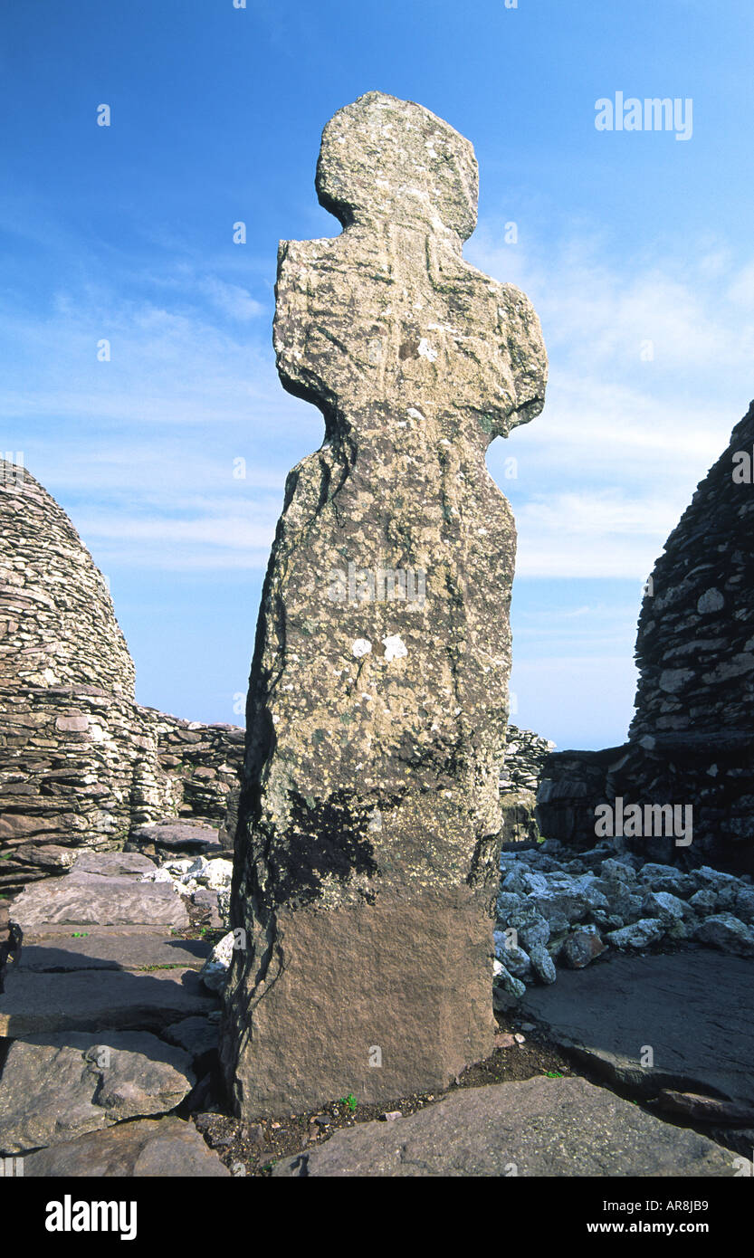 Skellig Michael ancient Celtic Christian stone cross in monastery on summit of island of Skellig Michael, County Kerry, Ireland - Stock Image