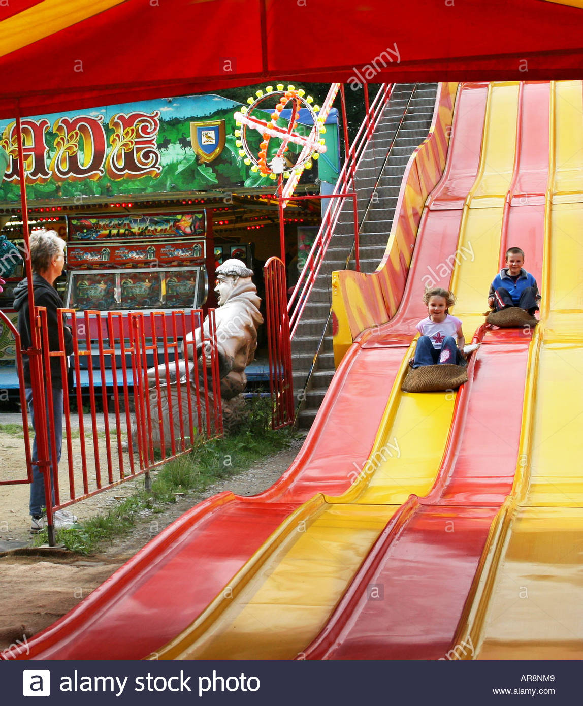 children enjoying the slide at Sherwood Forest Fun Park - Stock Image