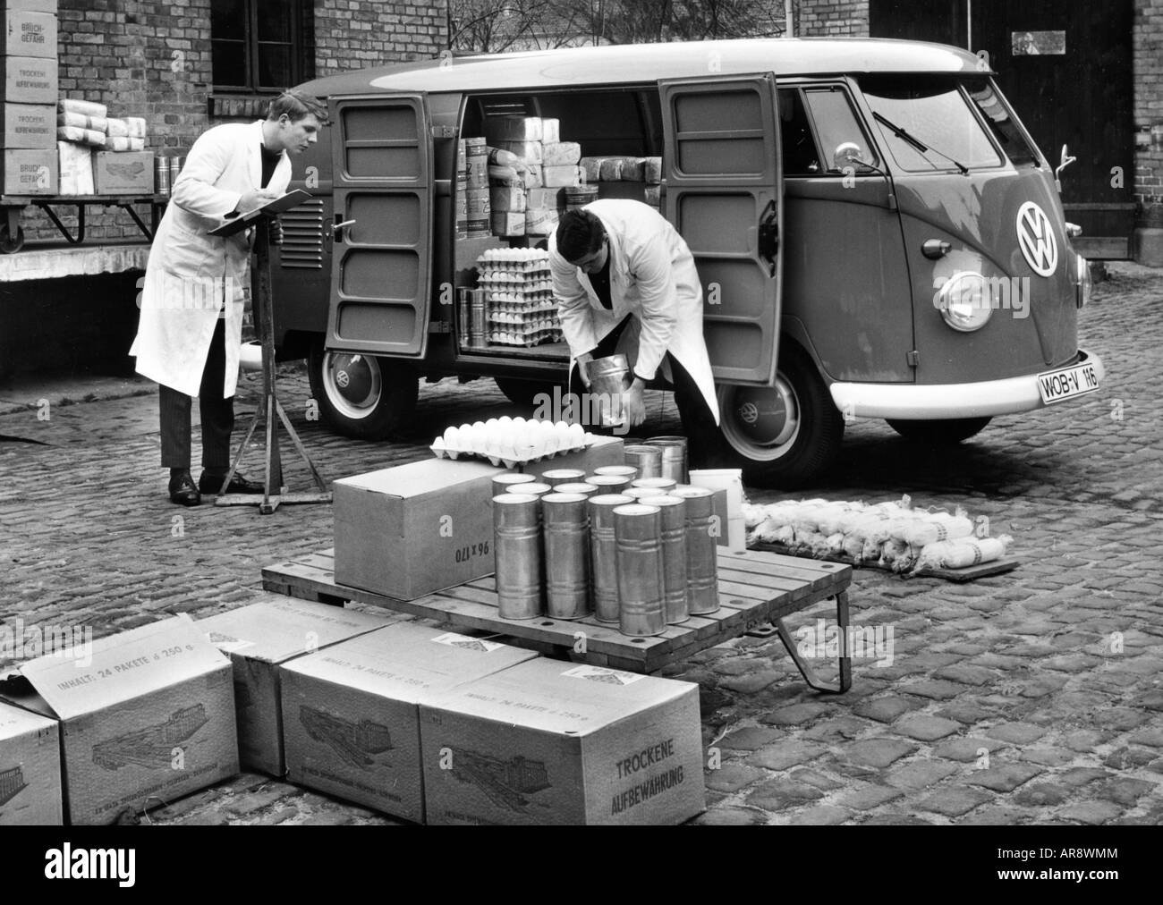 transport / transportation, car, vehicle variants, Volkswagen, VW Type 2, Transporter T1, loading of food, historic, - Stock Image