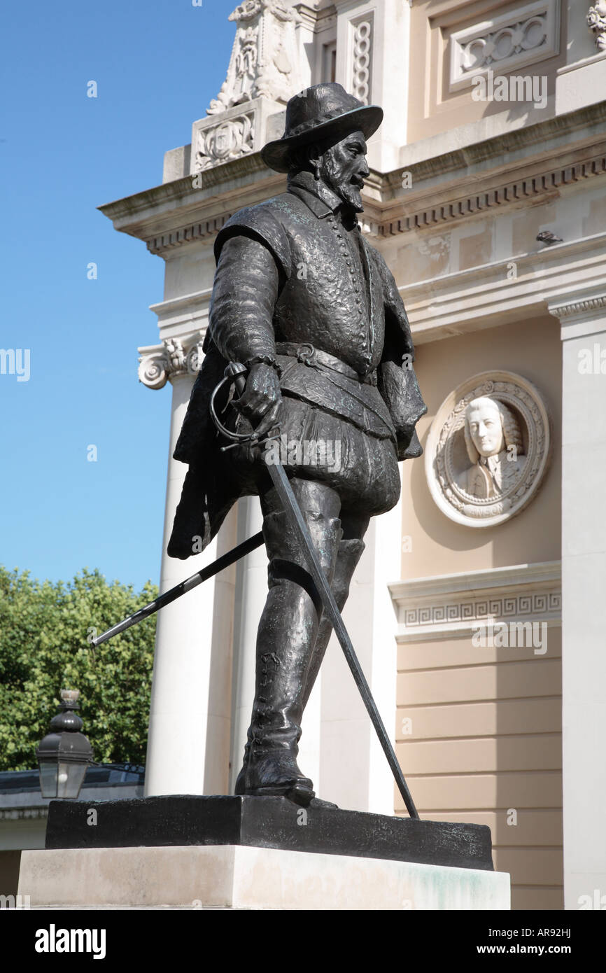 Statue of the Explorer, Sir Walter Raleigh, in Greenwich, London, England. - Stock Image
