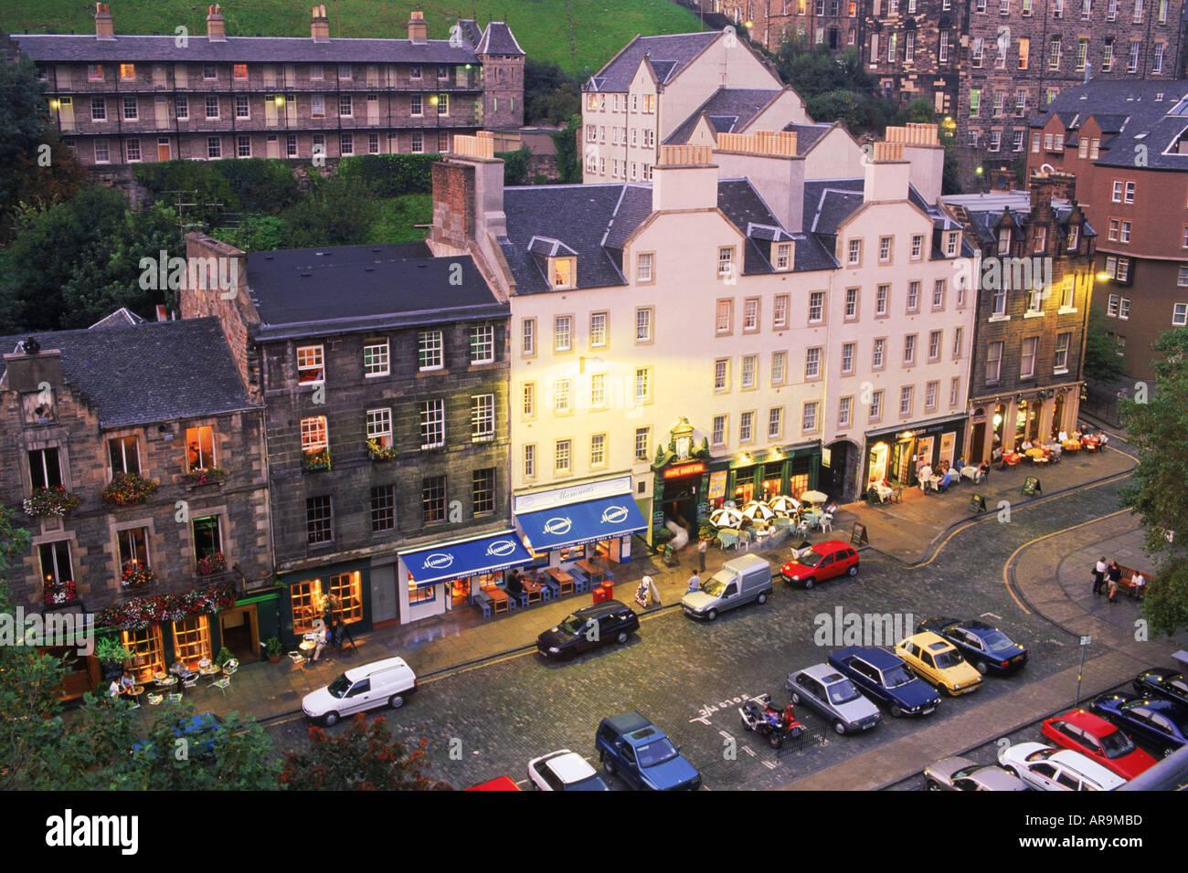 Cars parked at old pubs along Grassmarket in Edinburgh at dusk  Scotland - Stock Image