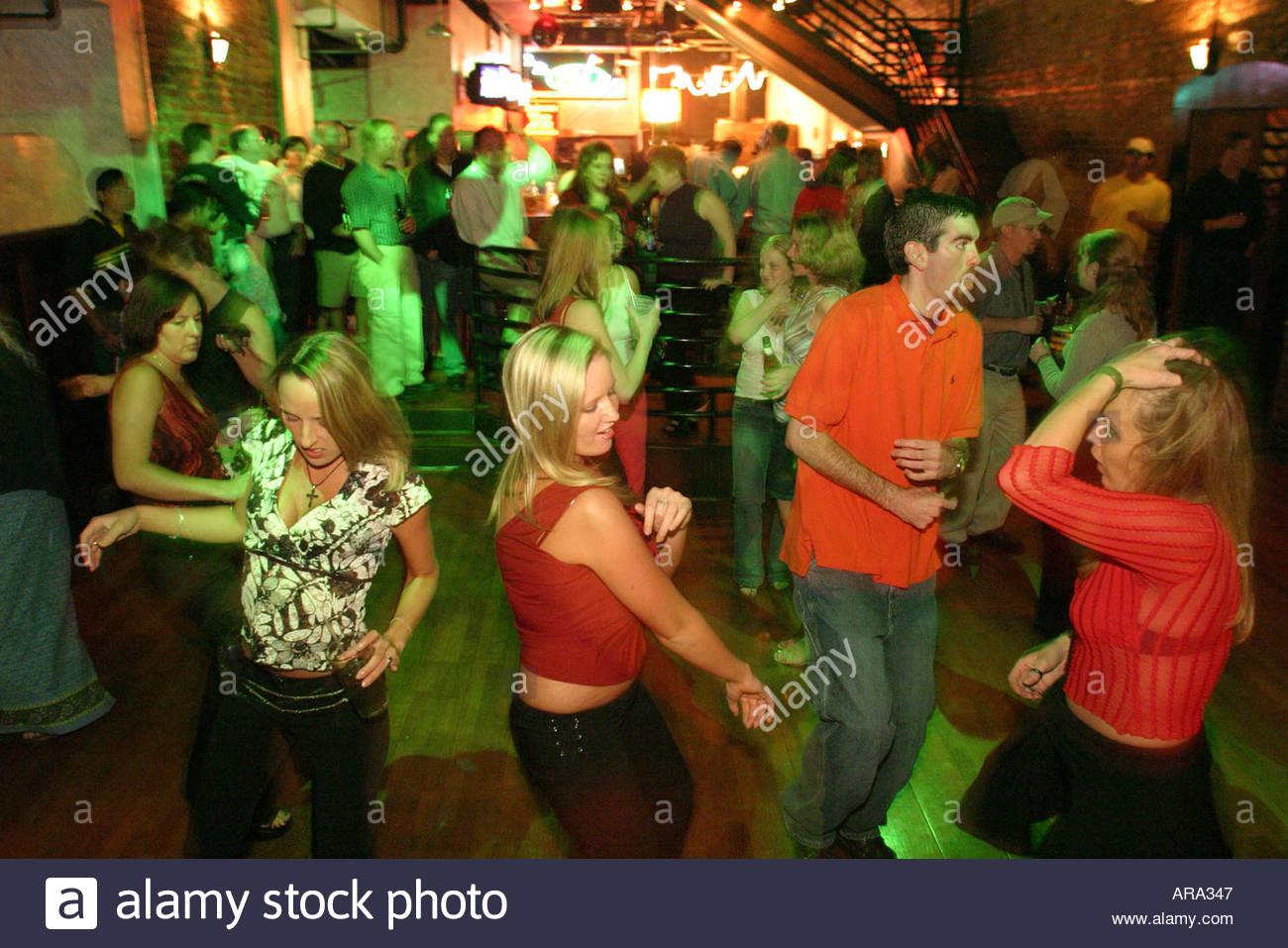 lesbian va Bar roanoke