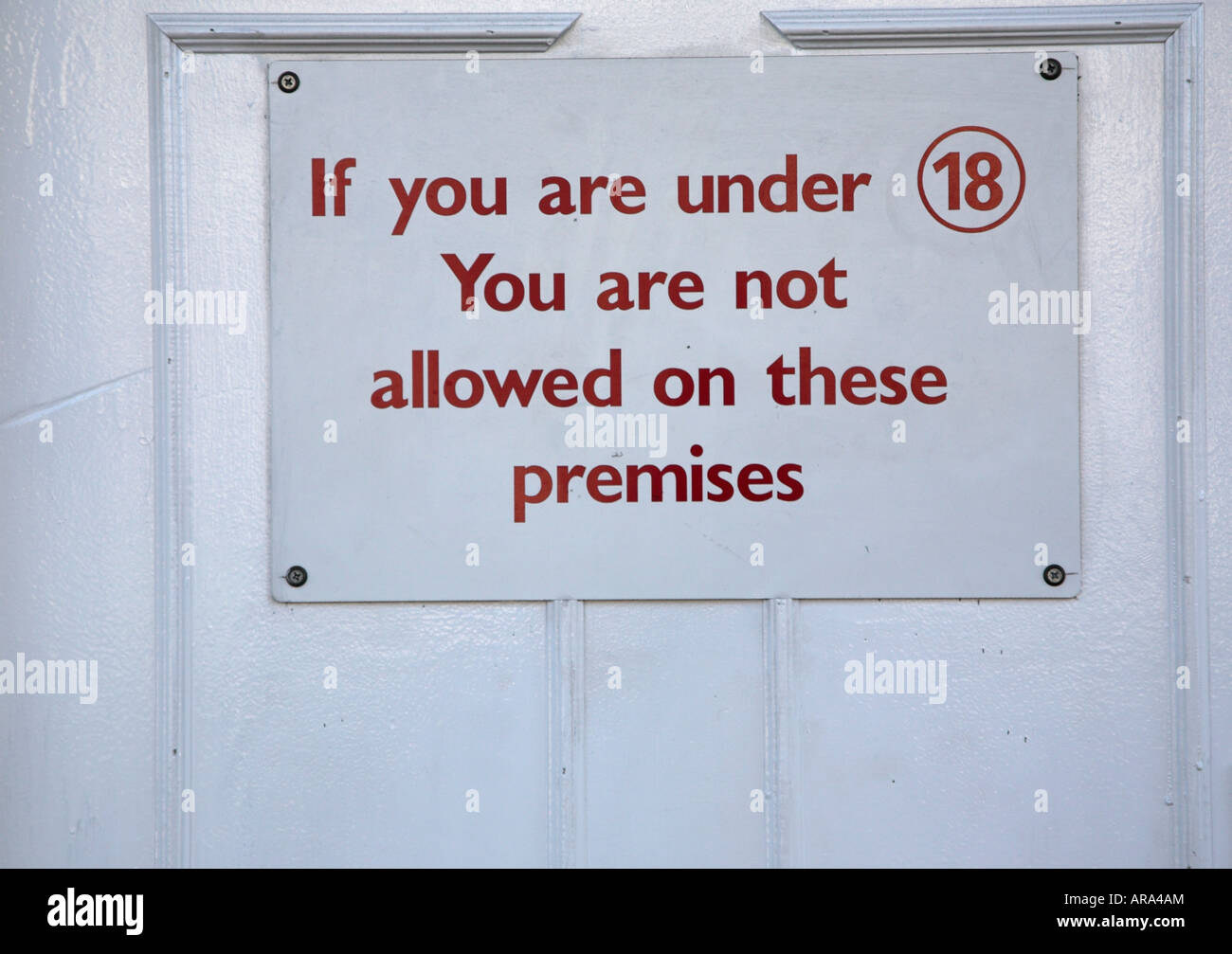 Nightclub sign restricting entry to those eighteen and over - Stock Image