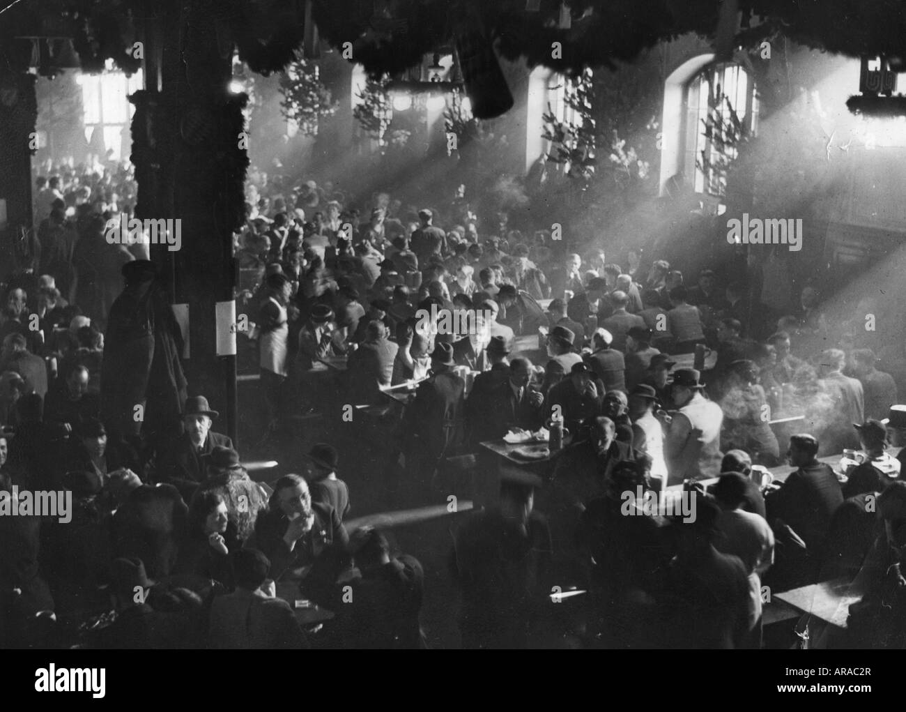 geography/travel, Germany, Munich, gastronomy, tapping the Salvator, Salvator Beer Hall, Nockherberg, 15.3.1936, - Stock Image
