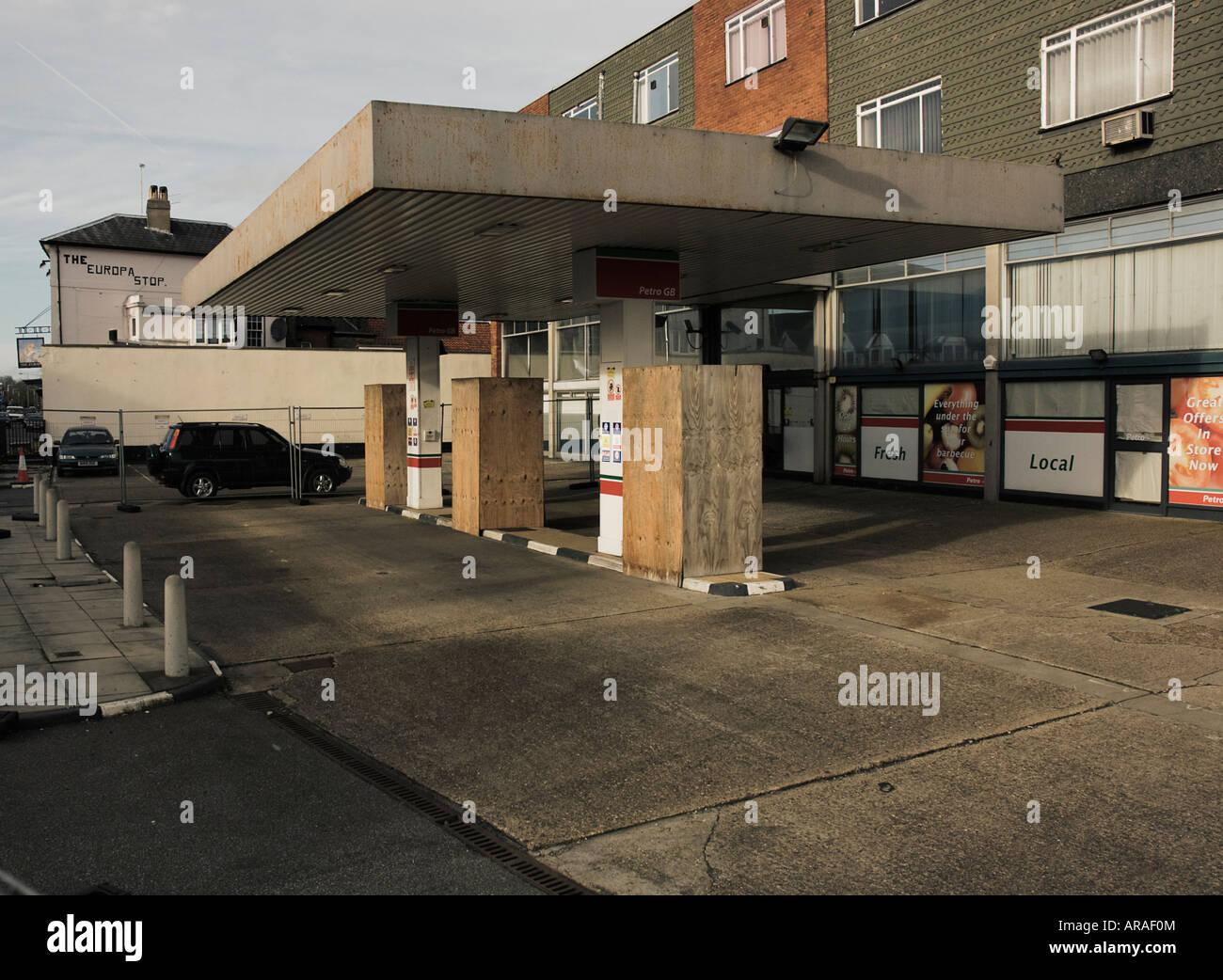 Deserted garage boarded up - Stock Image