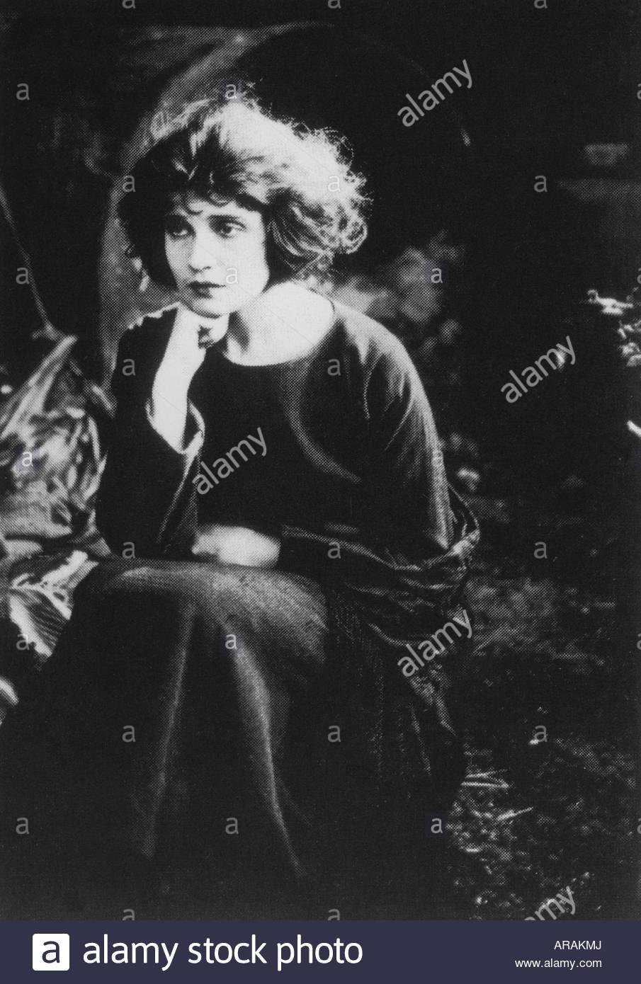 Modotti, Tina, 16.8.1896 - 5.1.1942, Italian Mexican photographer, half length, scene from a silent movie, 1919, - Stock Image