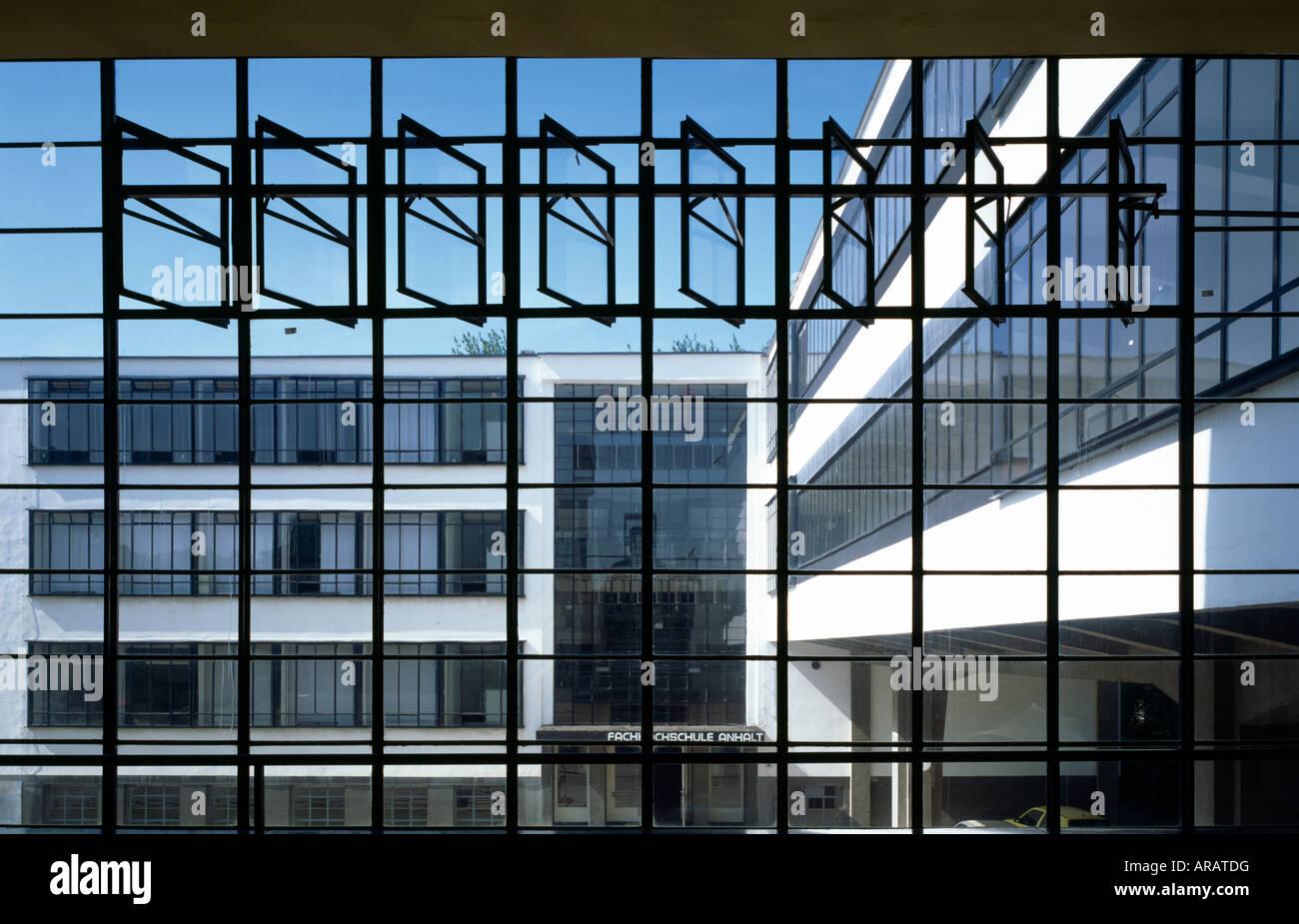Dessau, Bauhaus, Blick aus dem Treppenhaus auf den Nordflügel Stock Photo
