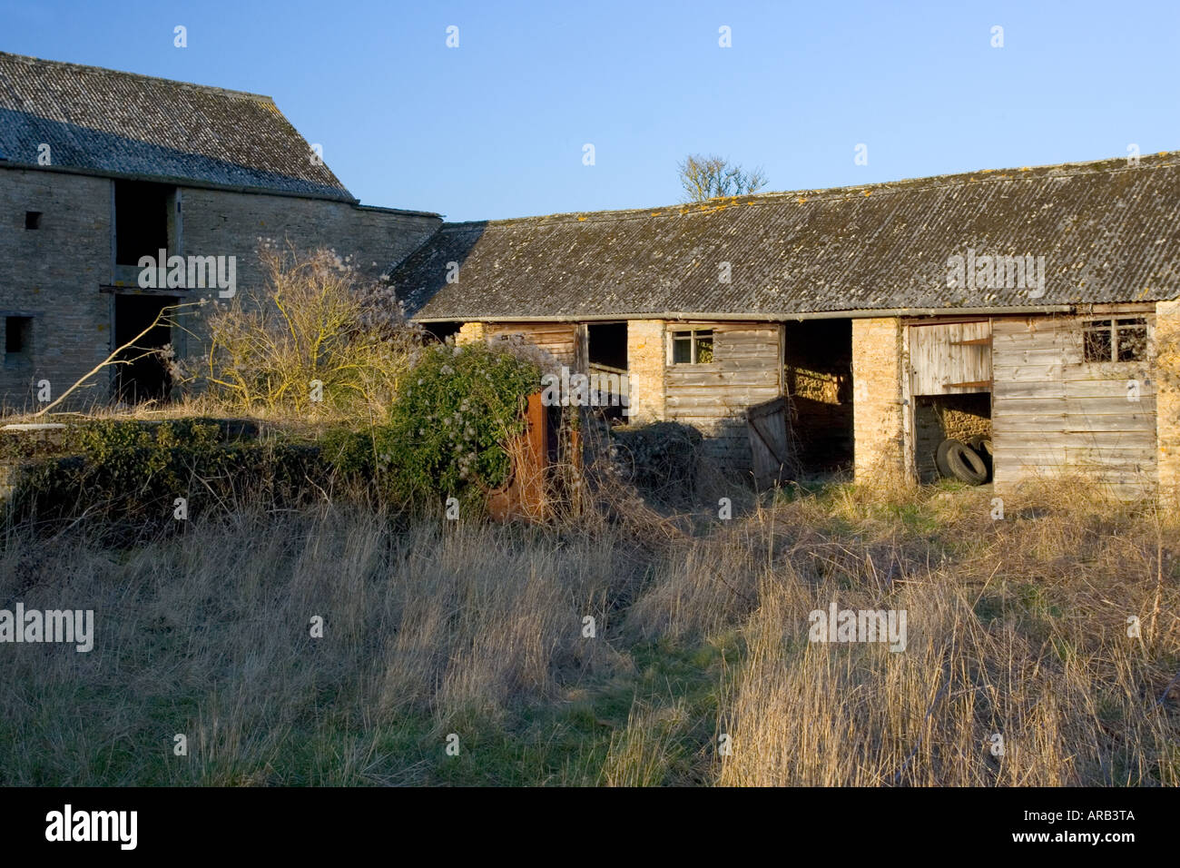 Derelict barn and stables The Cotswolds Oxfordshire UK - Stock Image