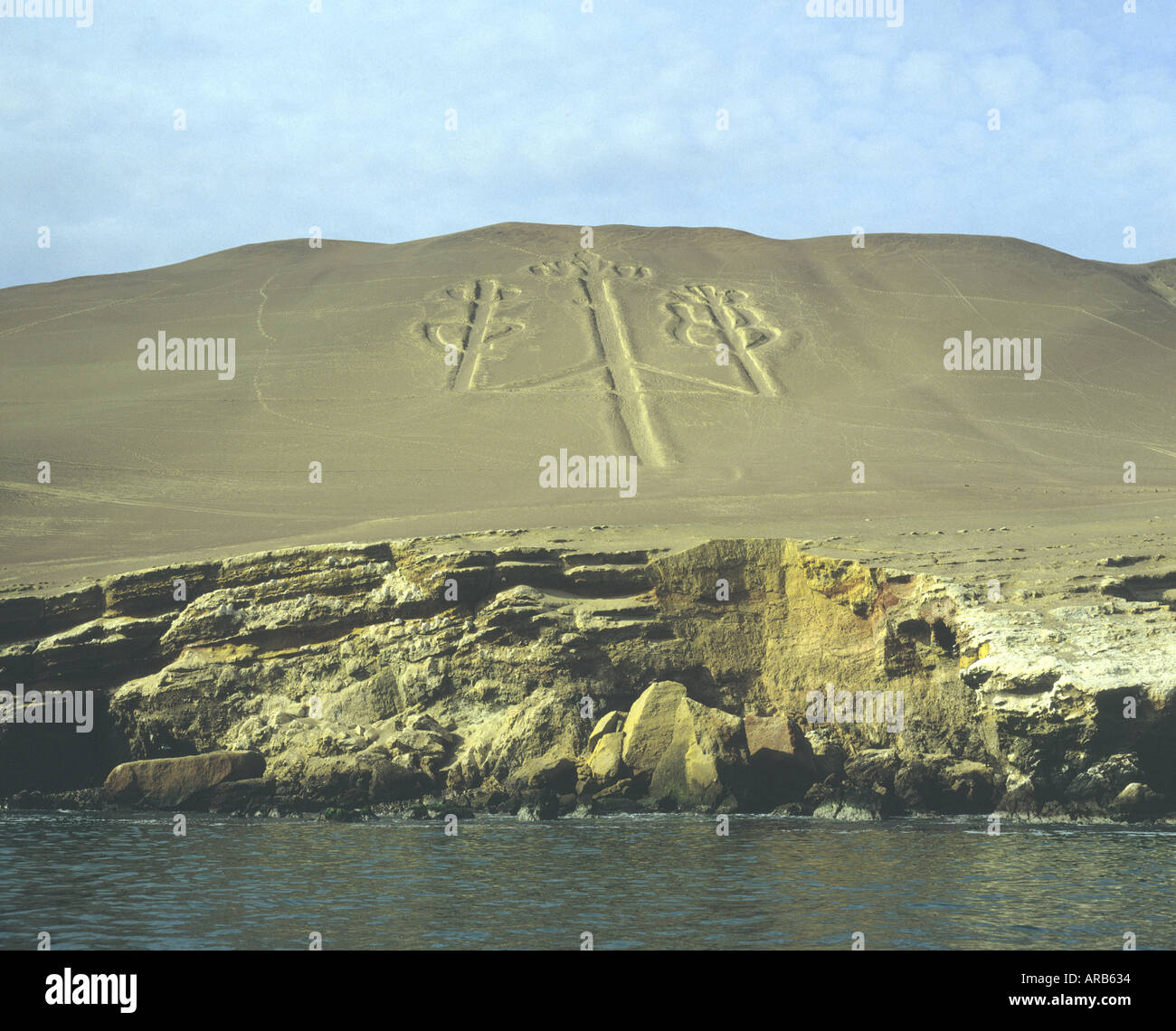 Pre colombian sand marking called the Candelabra overlooking bay   of  Paracas  southern coast of Peru.Photo 1990 - Stock Image