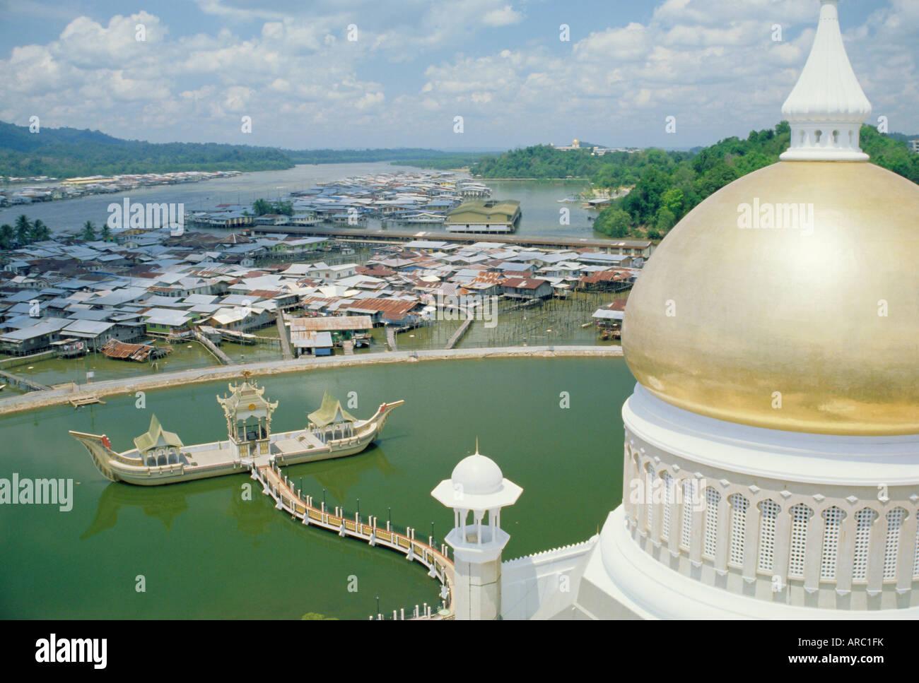 Omar Ali Saifuddin Mosque, Bandar Seri Begawan, Sultanate of Brunei, on the island of Borneo - Stock Image