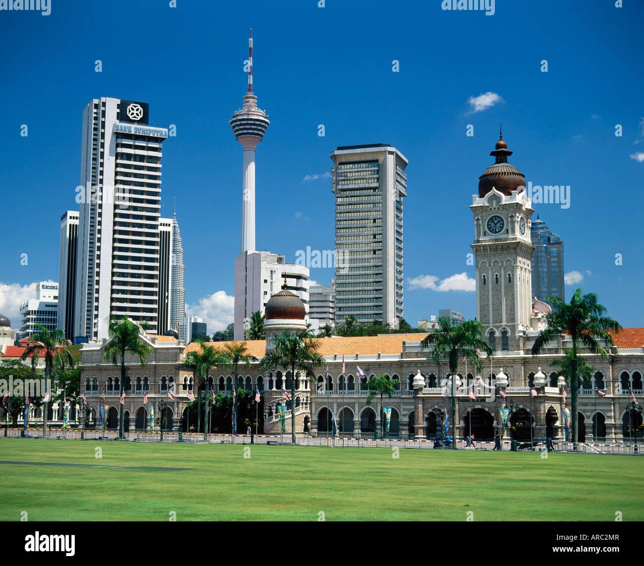 Merdaka Square including the Sultan Abdul Samad Building and the Petronas Towers, Kuala Lumpur, Malaysia, Asia - Stock Image