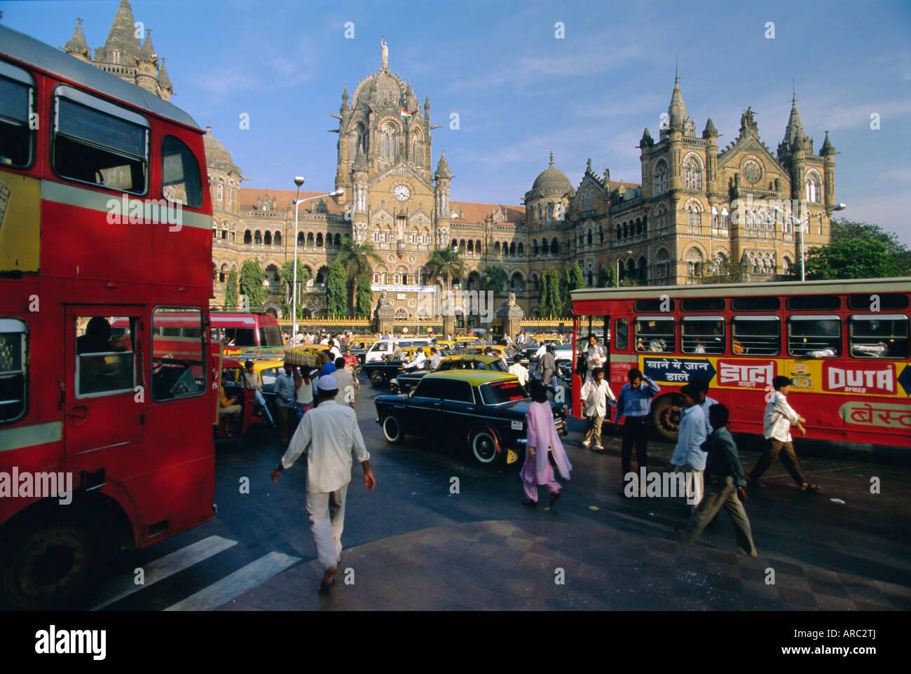 Traffic in front of the station, Victoria Railway Terminus, Mumbai (Bombay), Maharashtra State, India - Stock Image