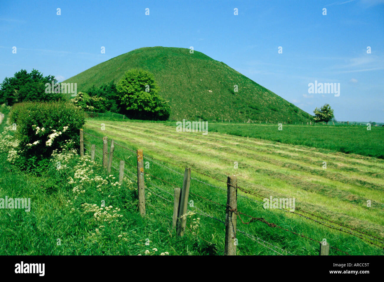 Silbury Hill, a Stone Age burial mound, Wiltshire, England, UK, Europe - Stock Image