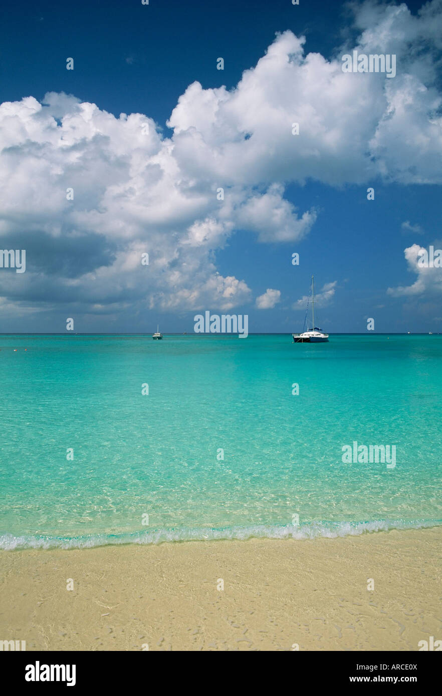 Still turquoise sea off seven mile beach, Grand Cayman, Cayman Islands, West Indies - Stock Image