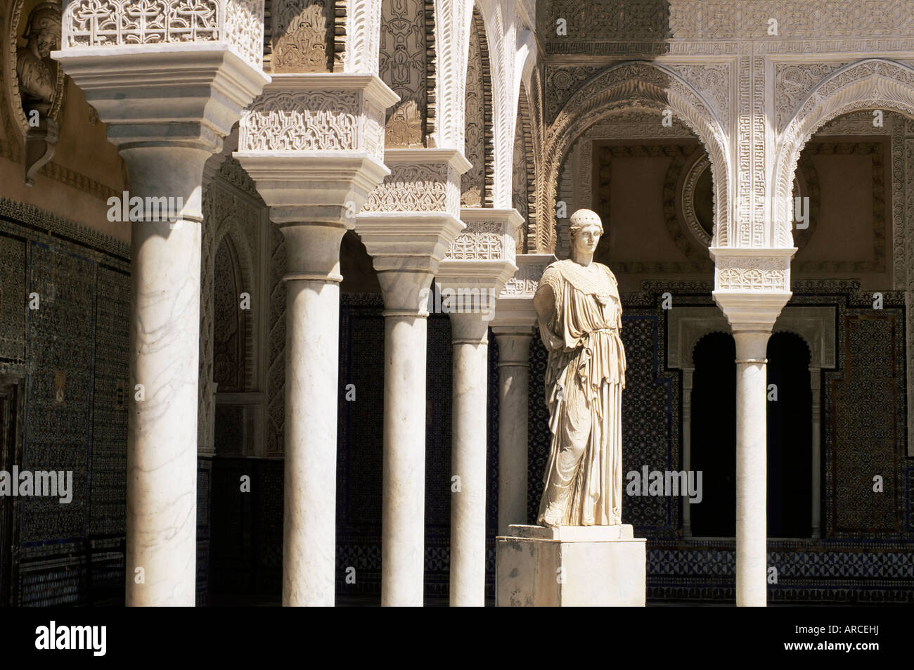 Mudejar arches and Greek statue of Athene in the Patio Principal, Casa de Pilatos, Seville, Andalucia (Andalusia), - Stock Image