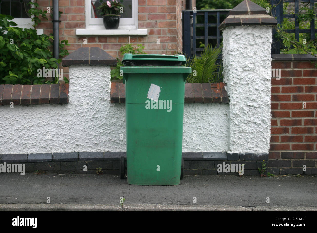 Nottingham dustbin Nottingham City Council don t want dustbins on the street penalty of 1000 - Stock Image