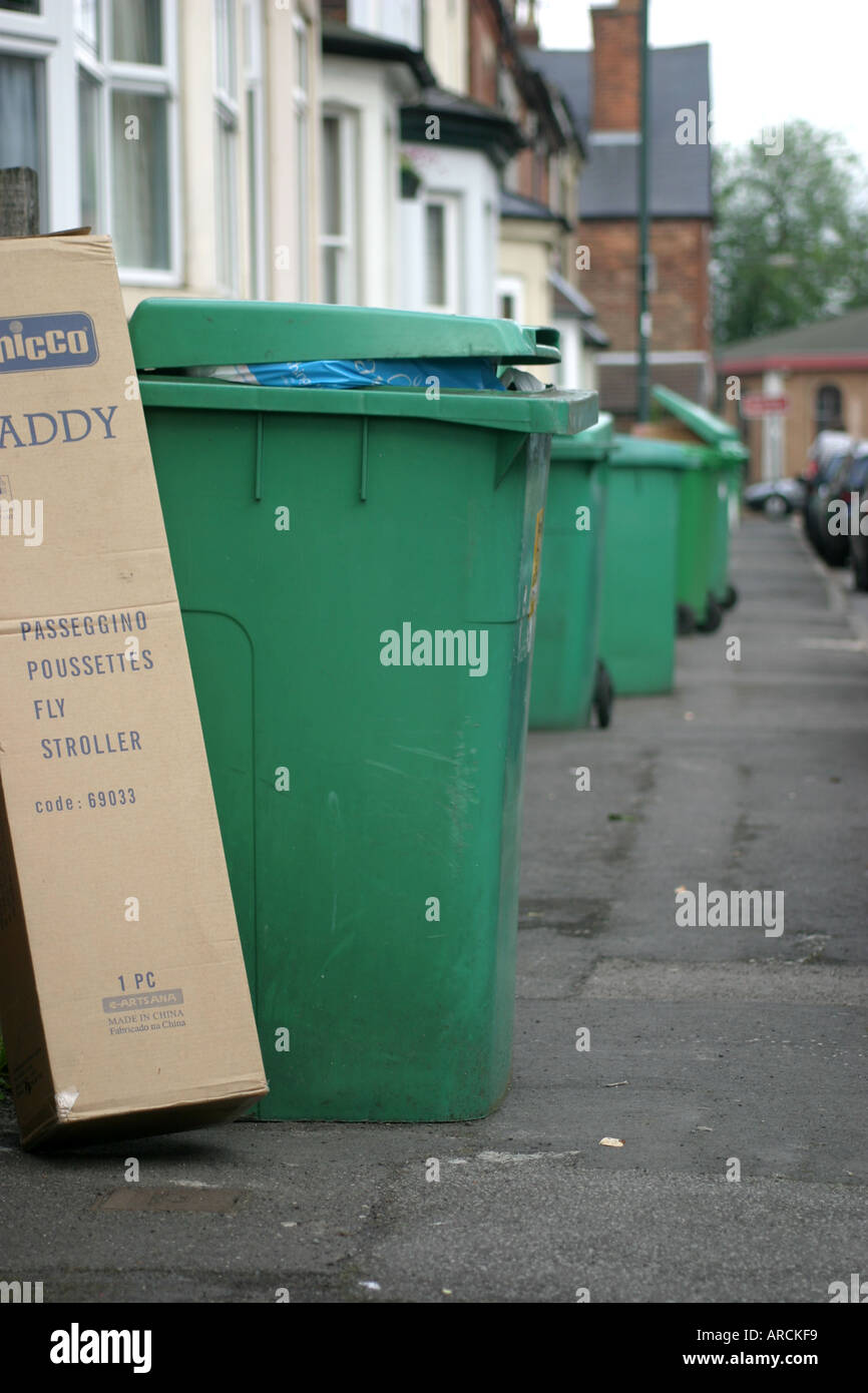 Nottingham dustbins Nottingham City Council don t want dustbins on the street penalty of 1000 - Stock Image